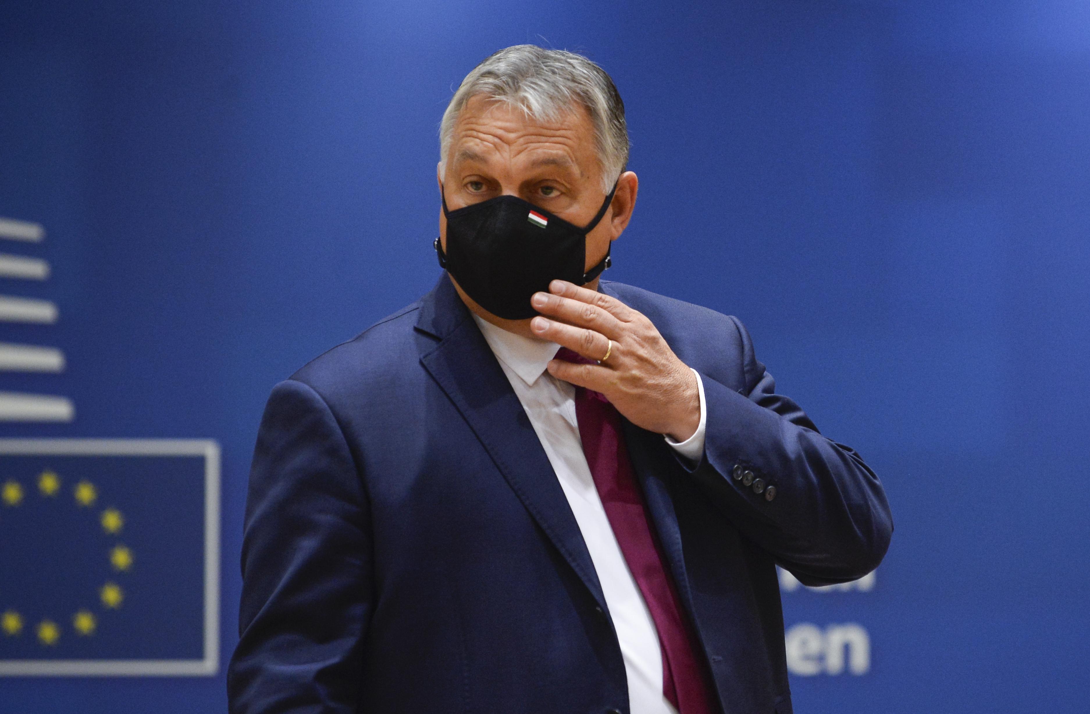 Orbánnak ellenség kellett, éppen egy mesekönyv akadt a keze ügyébe