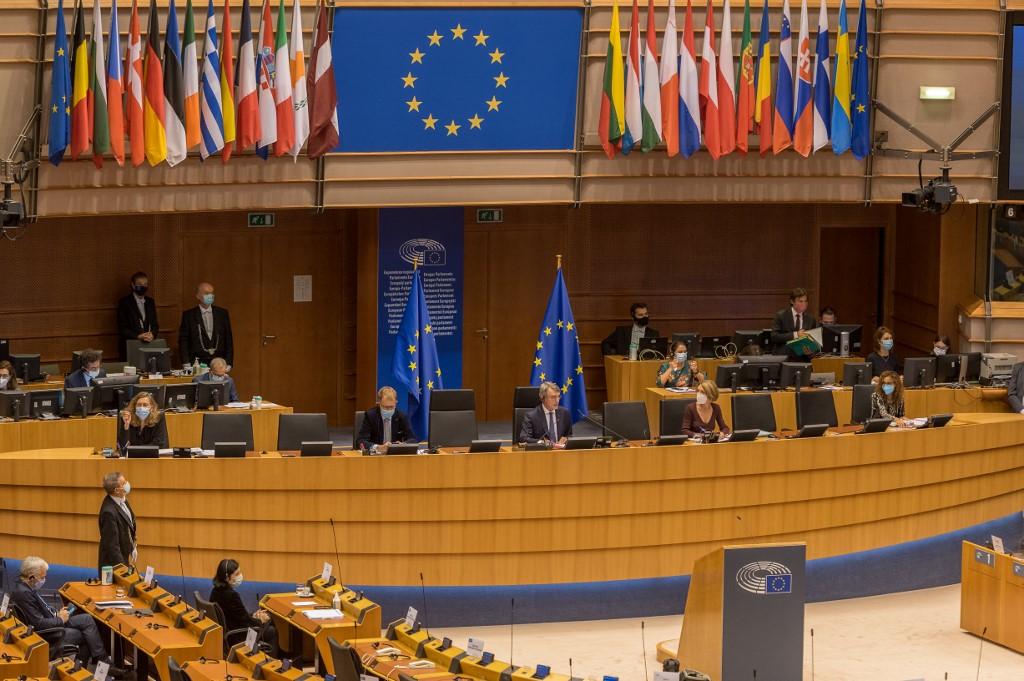 Az Európai Parlament legnagyobb frakciói a jogállamisági kritériumok gyors alkalmazására szólítják fel a Bizottságot