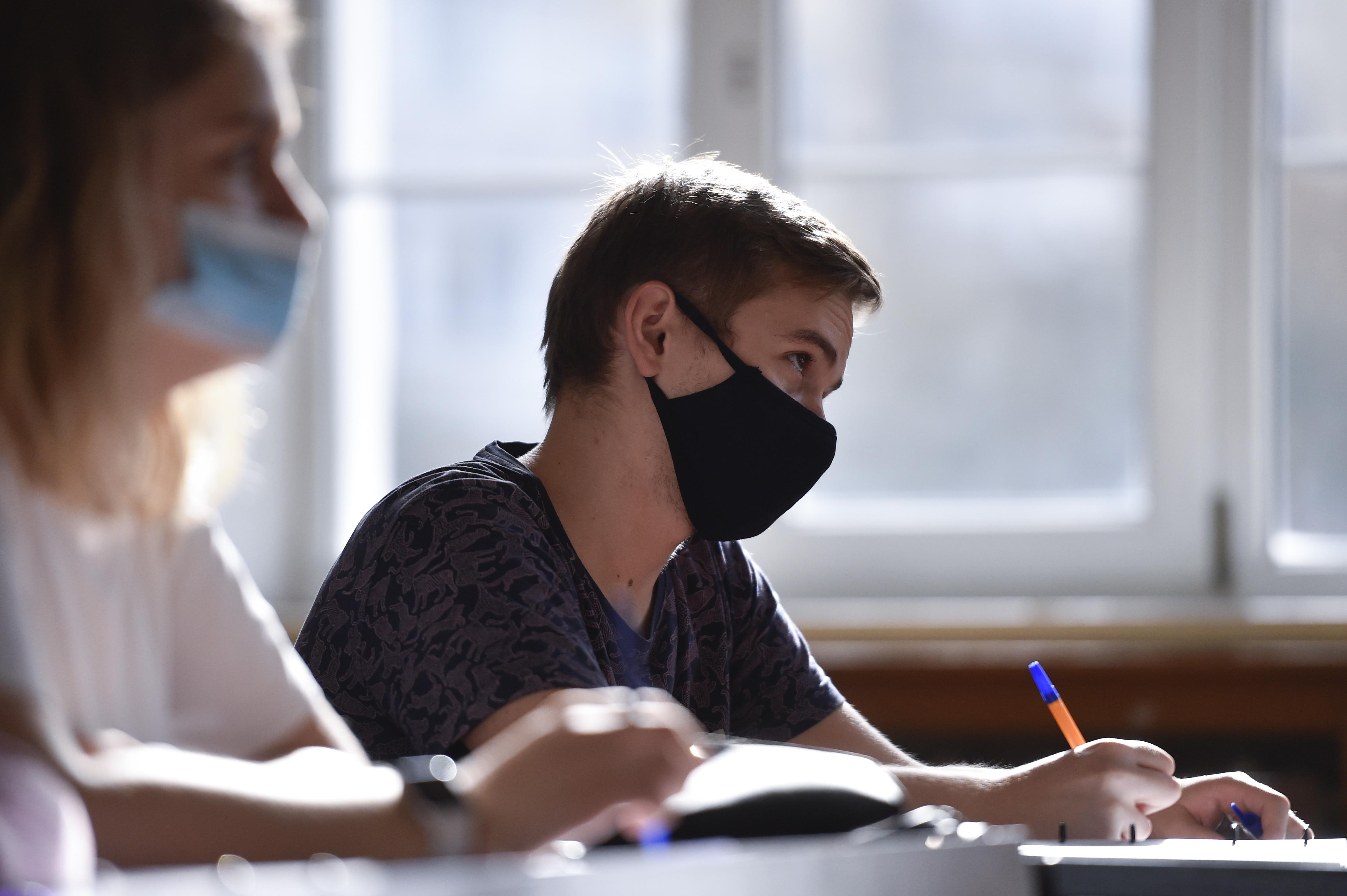A környező országok zárják az iskoláikat, de Magyarországnak egyelőre szeme se rebben