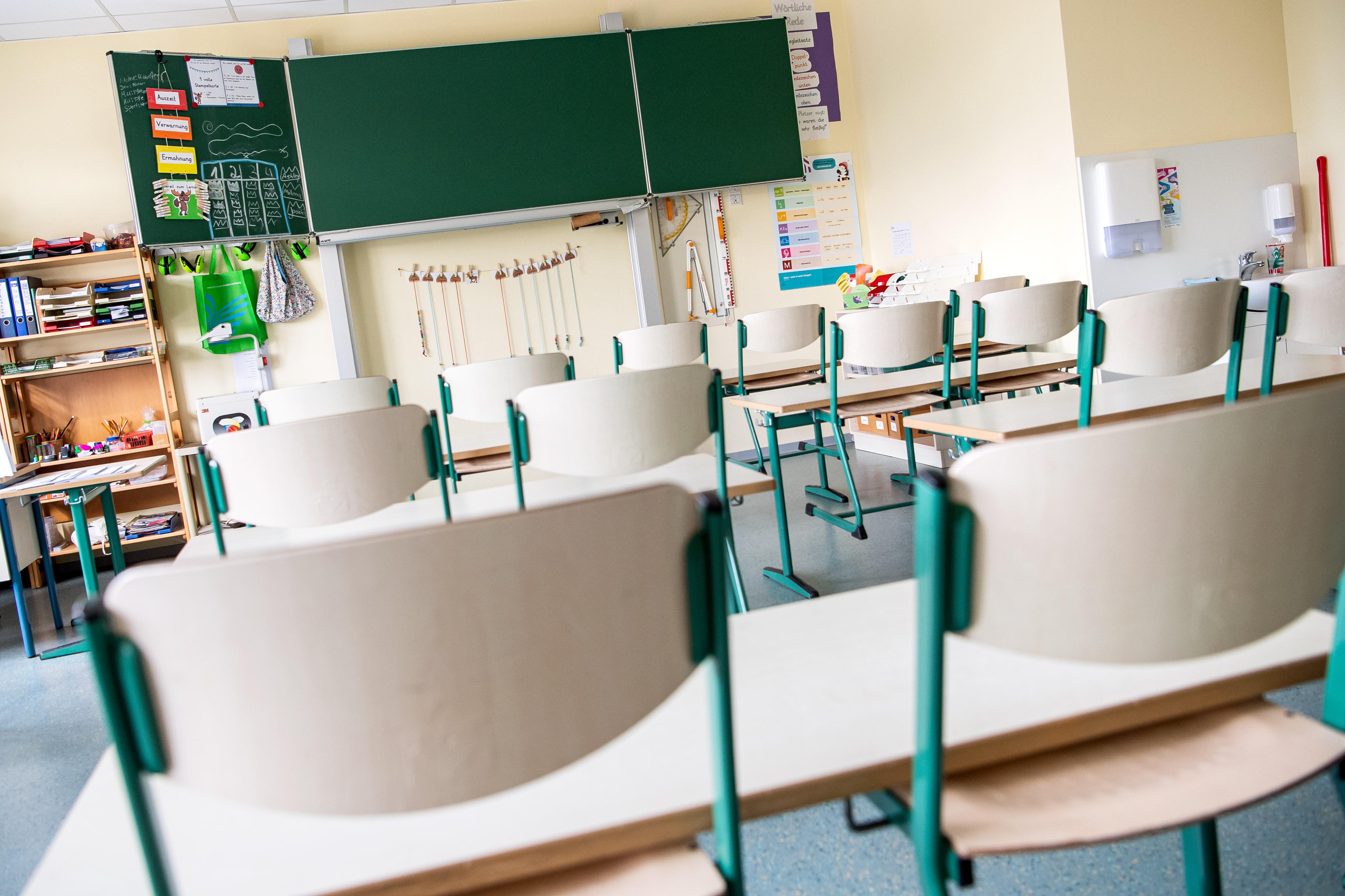 Január 11-én nyithatnak újra a középiskolák