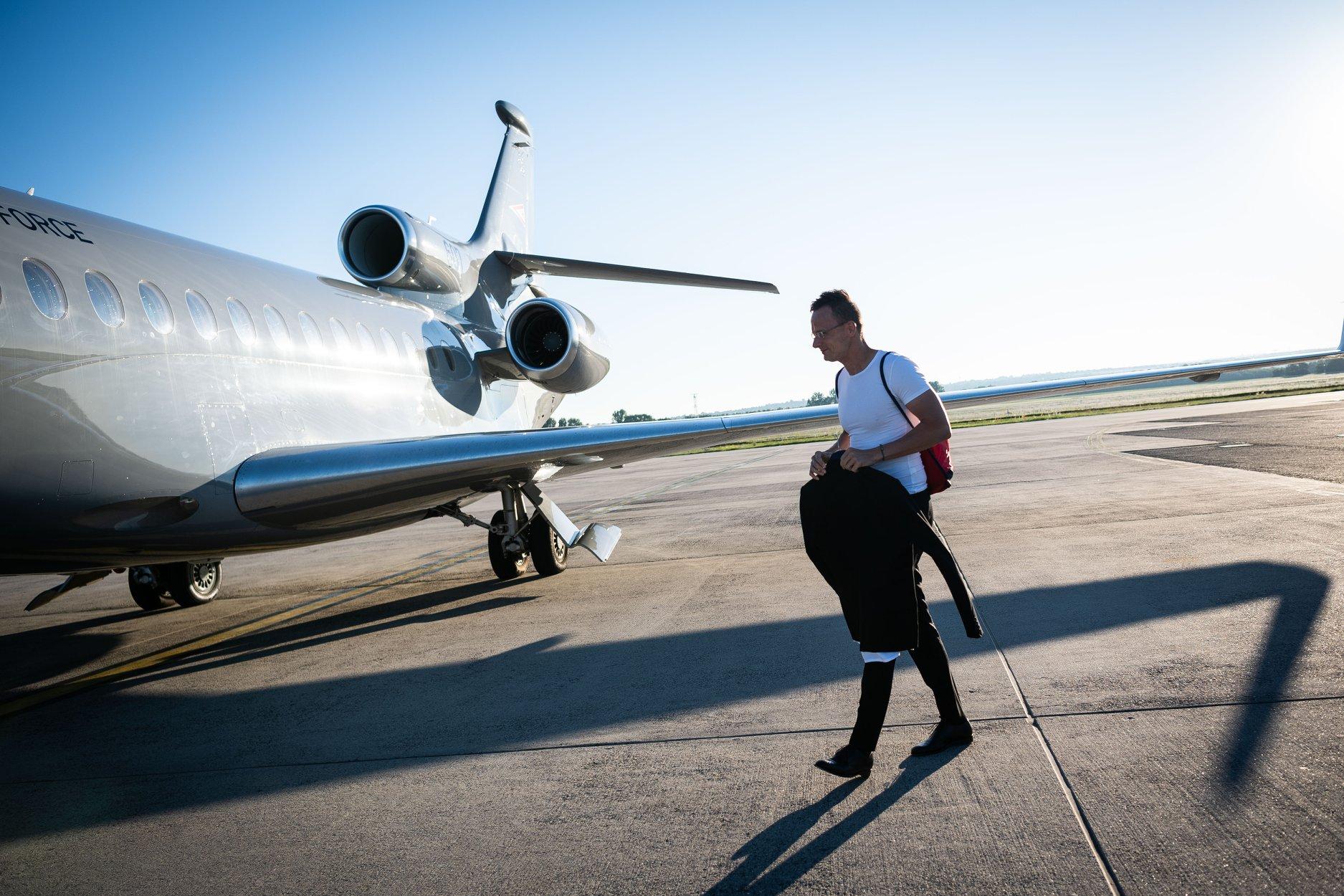 Luxus repülőgéppel ment Szijjártó Pozsonyba