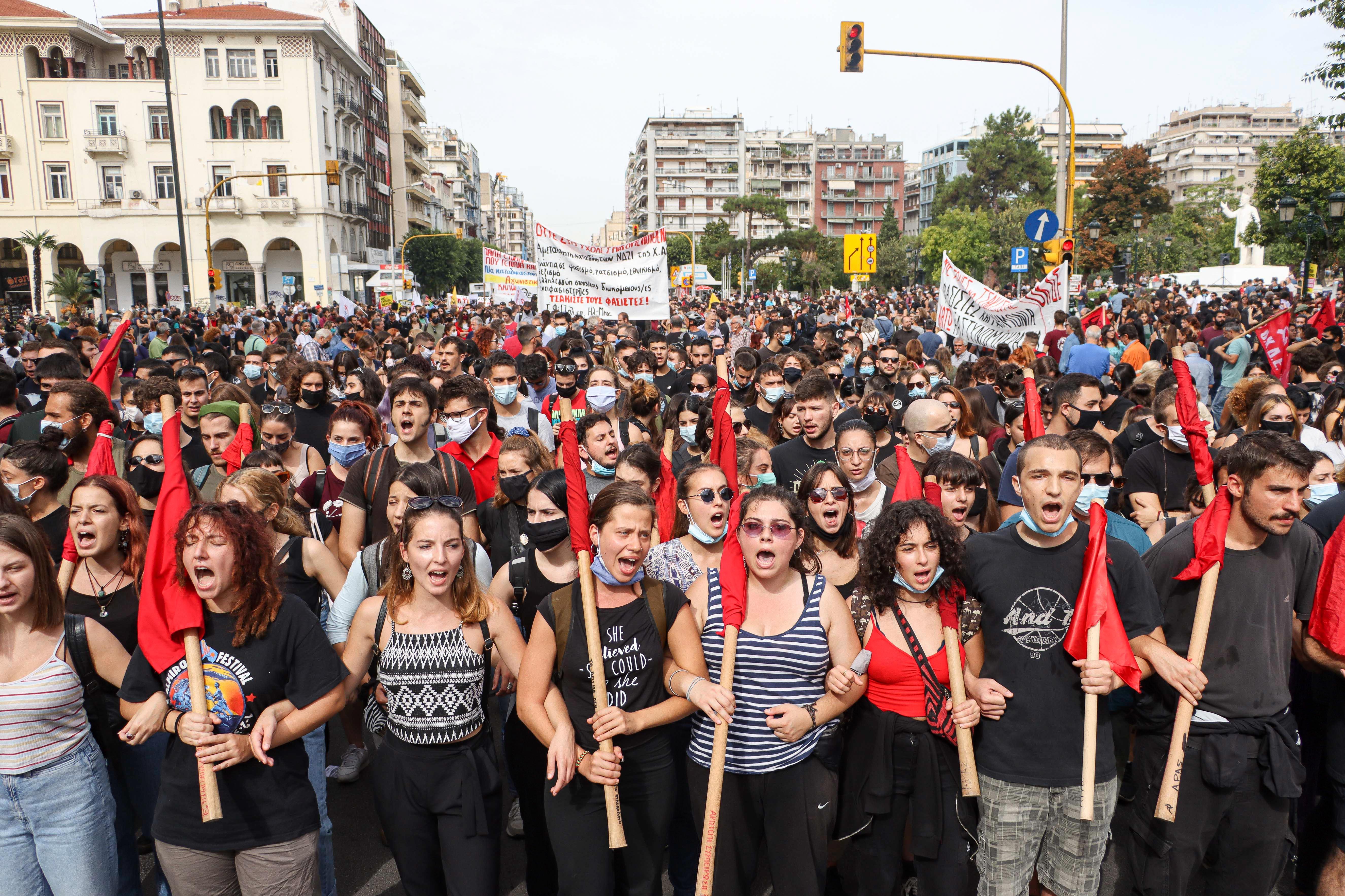 Görögországban bűnszövetkezetnek minősítették az Arany Hajnalt, elítélték a vezetőit