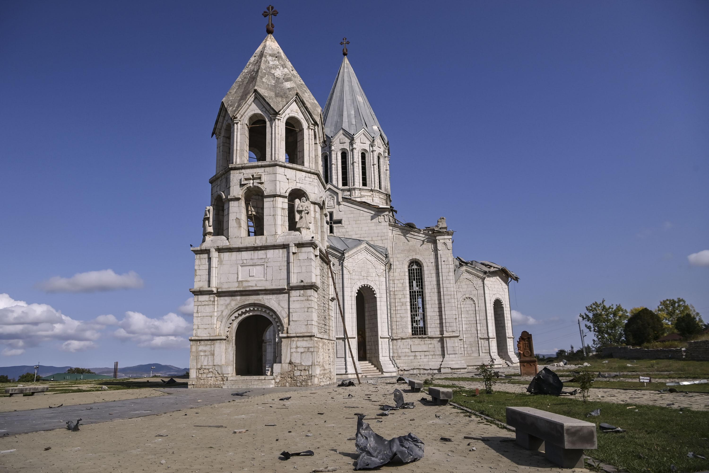 Lebombáztak egy örmény székesegyházat Hegyi-Karabahban