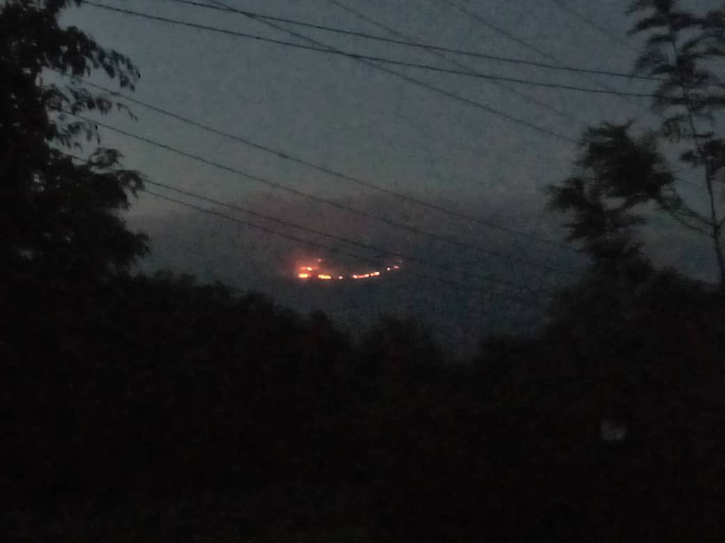Tűz ütött ki a Kilimandzsárón, egy napja nem tudják eloltani
