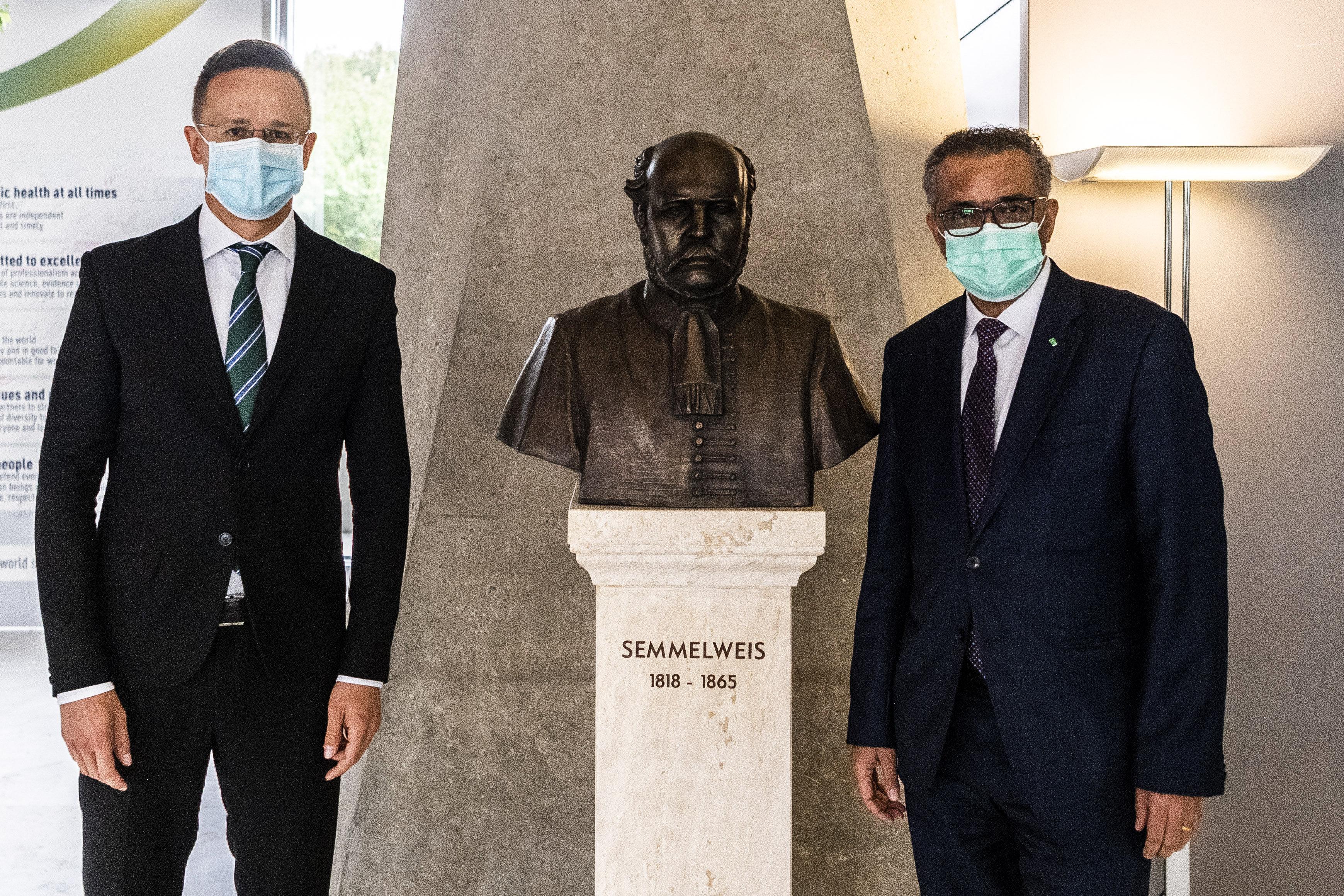 A kormány a járványról szinte semmit nem árul el, de legalább megtanítja a matematika használatára a magyarokat