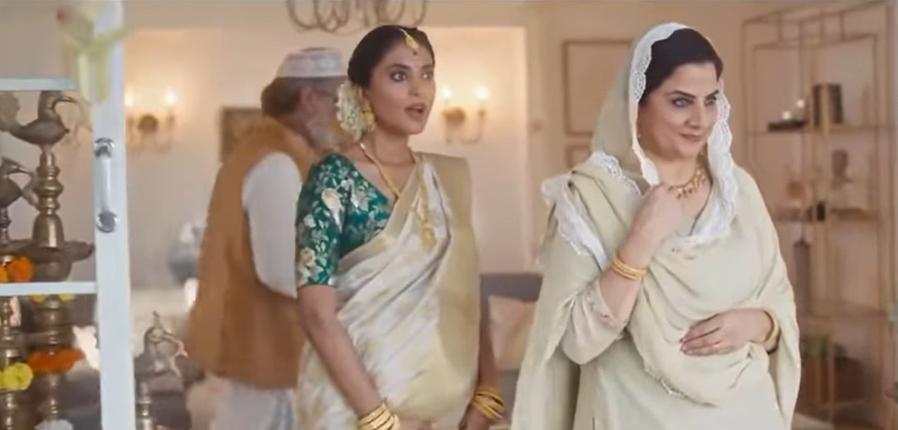 Egy indiai ékszermárkának vissza kellett vonnia a reklámját, mert vegyes vallású család szerepelt benne