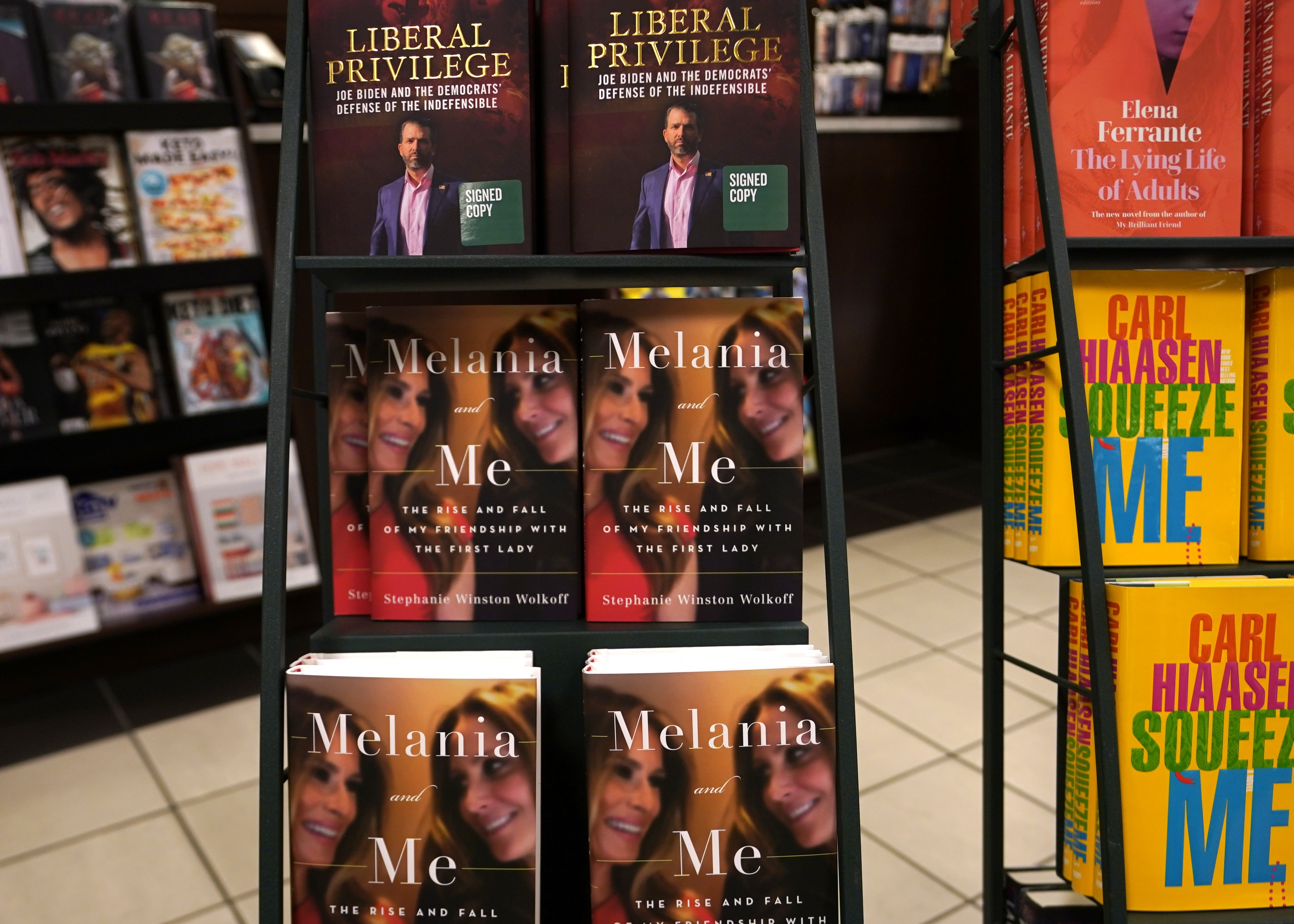 Pert indított az amerikai igazságügyi minisztérium Melania Trump volt tanácsadója ellen, mert a first ladyről szóló könyvével titoktartást szegett