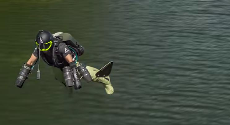 Jetpackkel repkedő rejtélyes alak tűnt fel Los Angeles felett