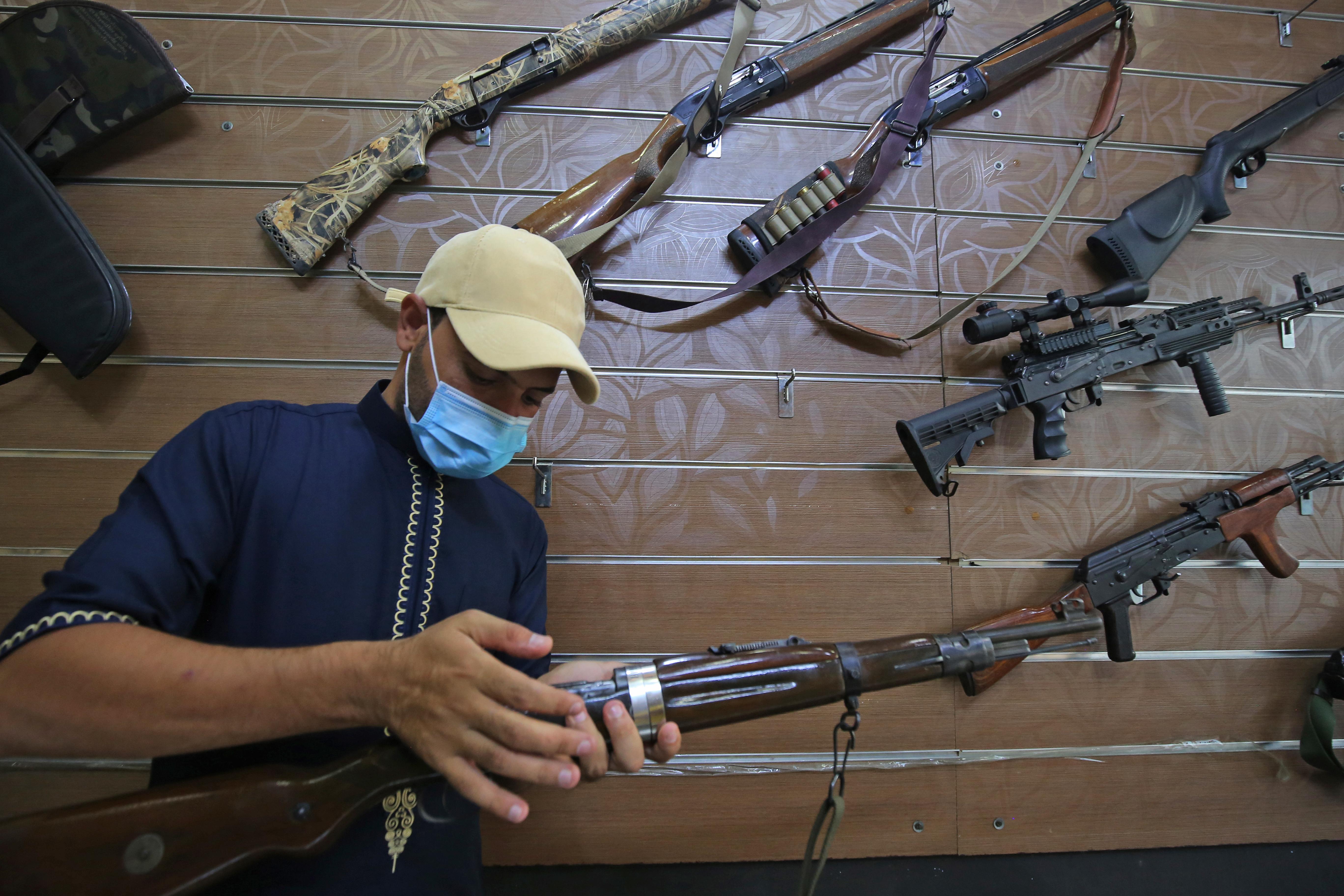 Fegyvervásárlási láz tört ki az Egyesült Államokban, és sok az olyan új vásárló is, akinek eddig nem volt fegyvere