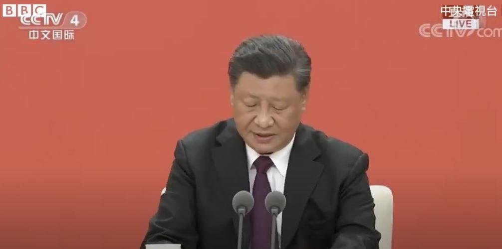 Folyamatosan elkapcsolt a kínai állami tévé, amikor Hszi Csin-ping elnök köhögni kezdett