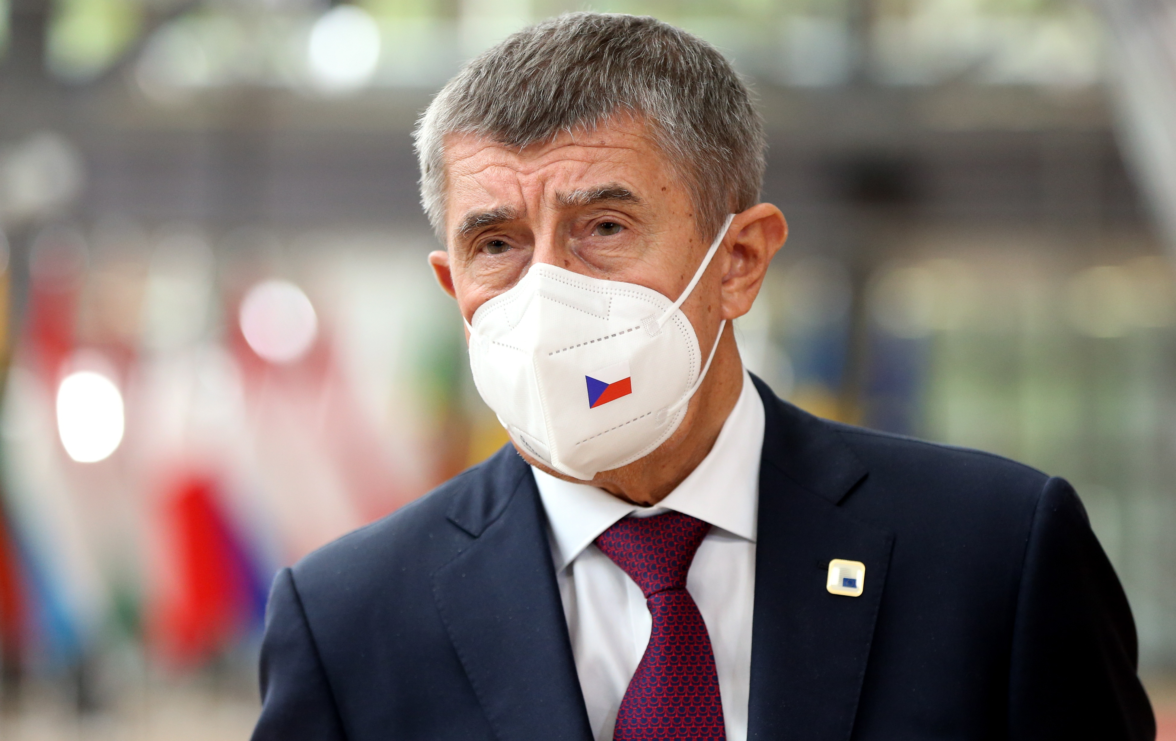 Lemondott a cseh közegészségügyi intézet vezetője, miután kollégáknak és hozzátartozóknak intéztek oltásokat