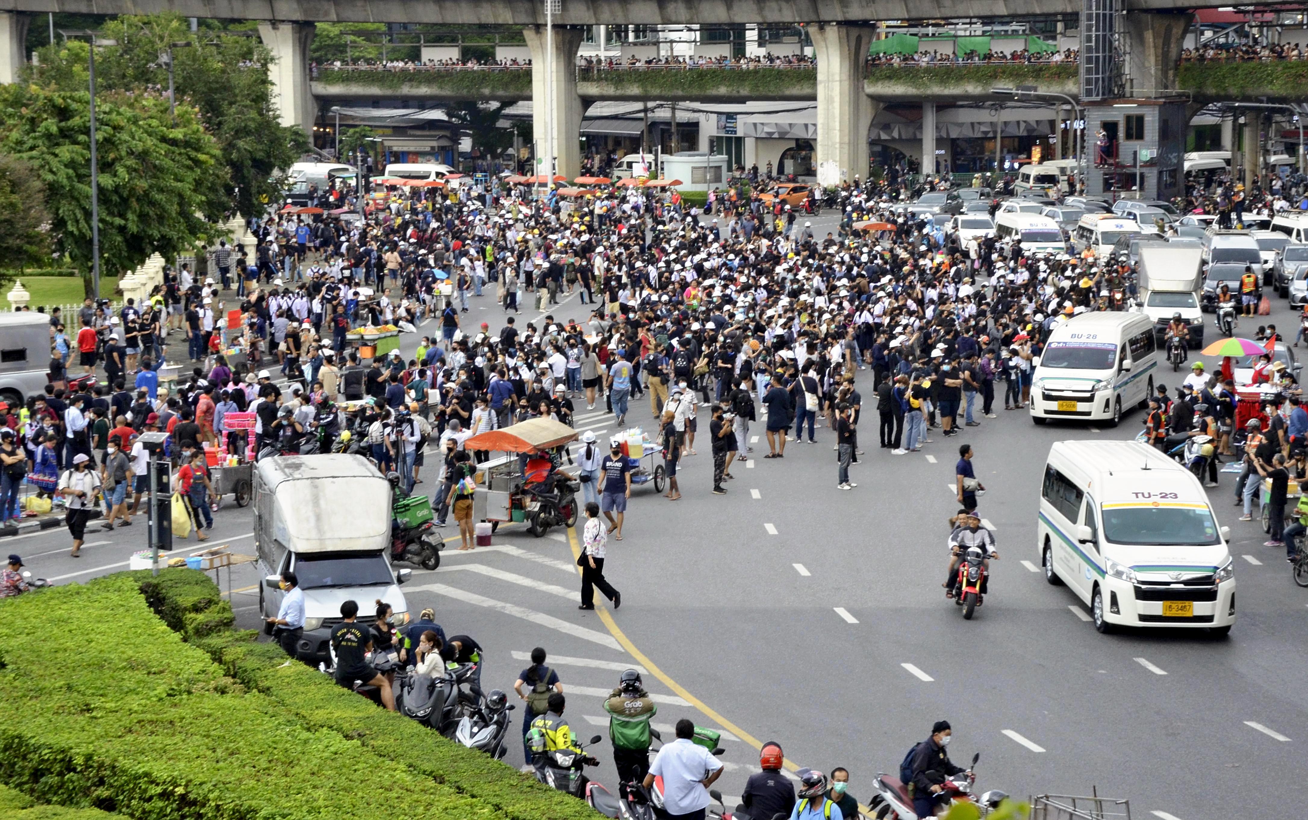 Feloldották a rendkívüli állapotot Bangkokban