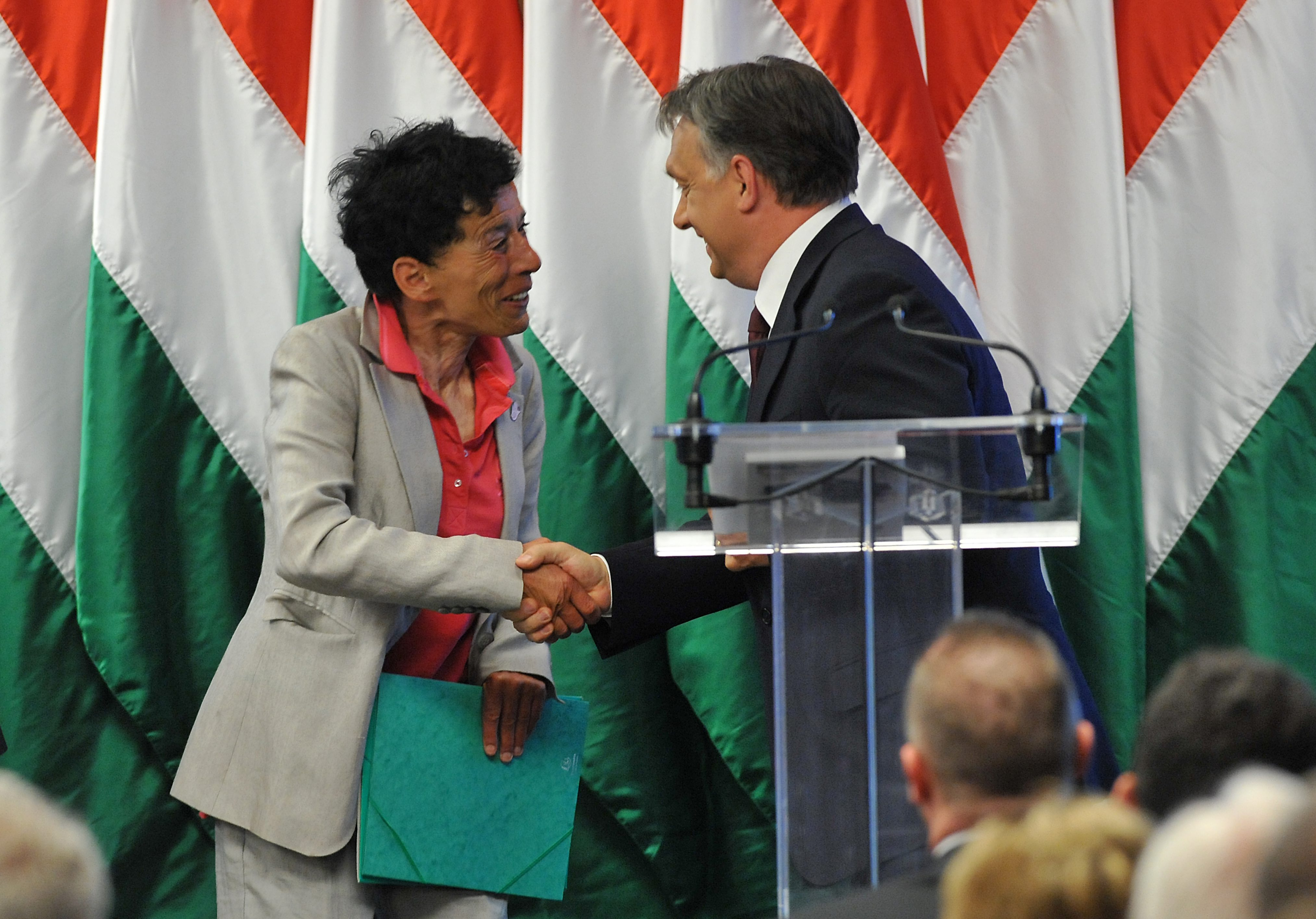 Üzleti ajándéknak vett Orbán tanácsadója 36 ezer forintos bort közpénzből