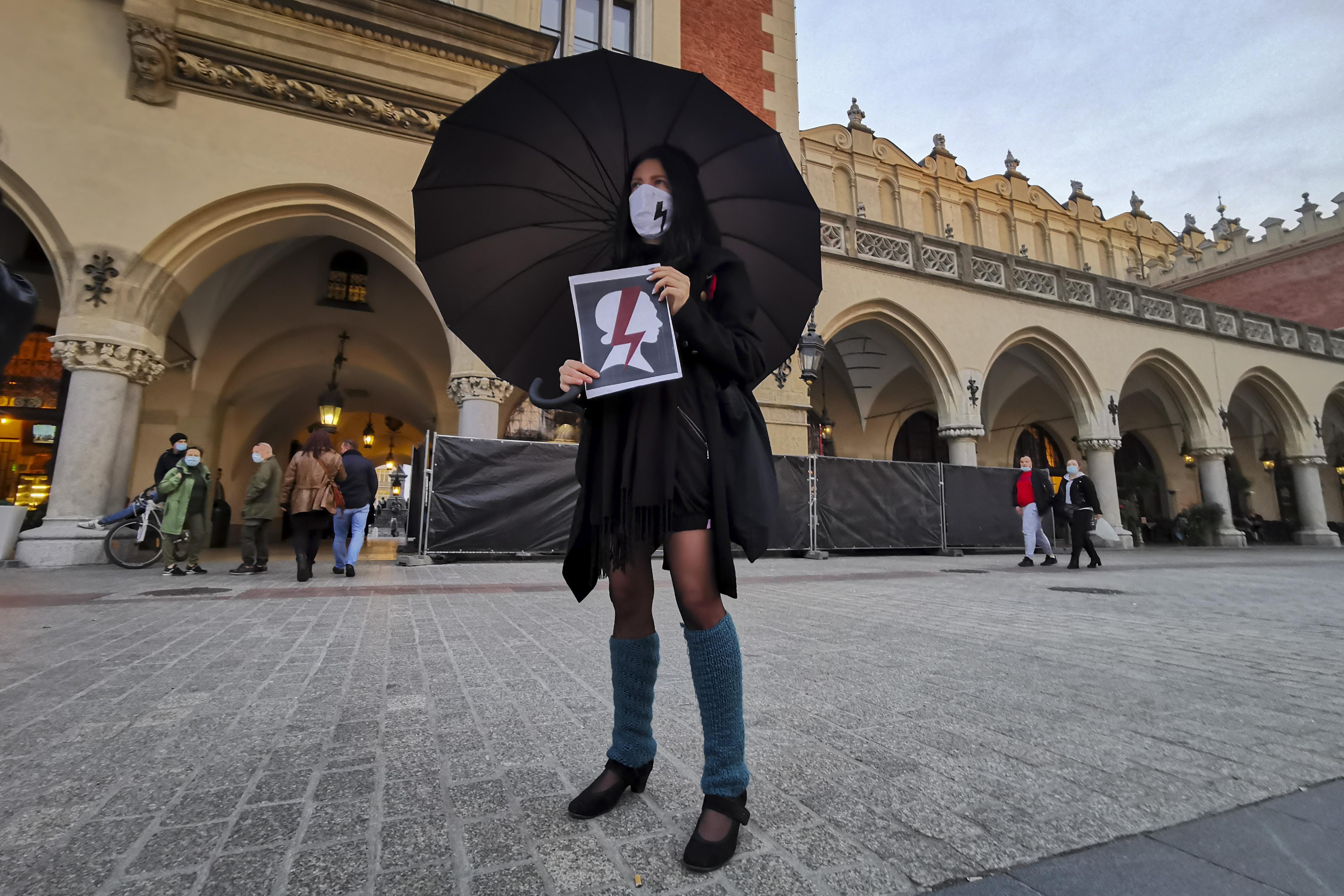 Lengyelországban alotmányellenesnek minősítették a beteg magzatok művi vetélését
