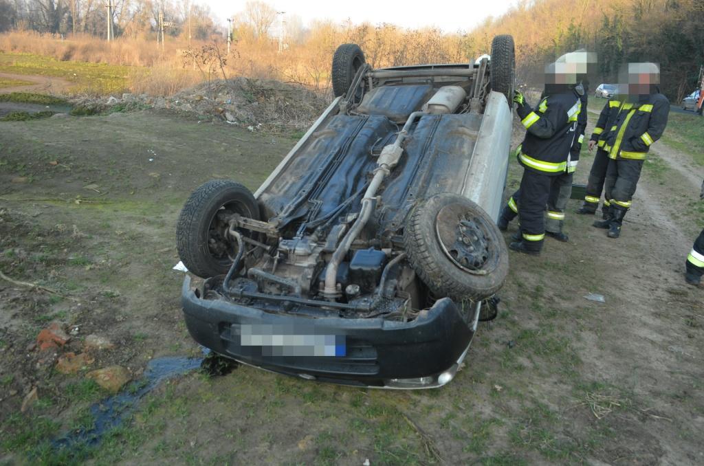 Betartotta a 30-as korlátozást, a mögötte haladó nő úgy bedühödött, hogy a szabályos autós a feje tetején végezte az árokban