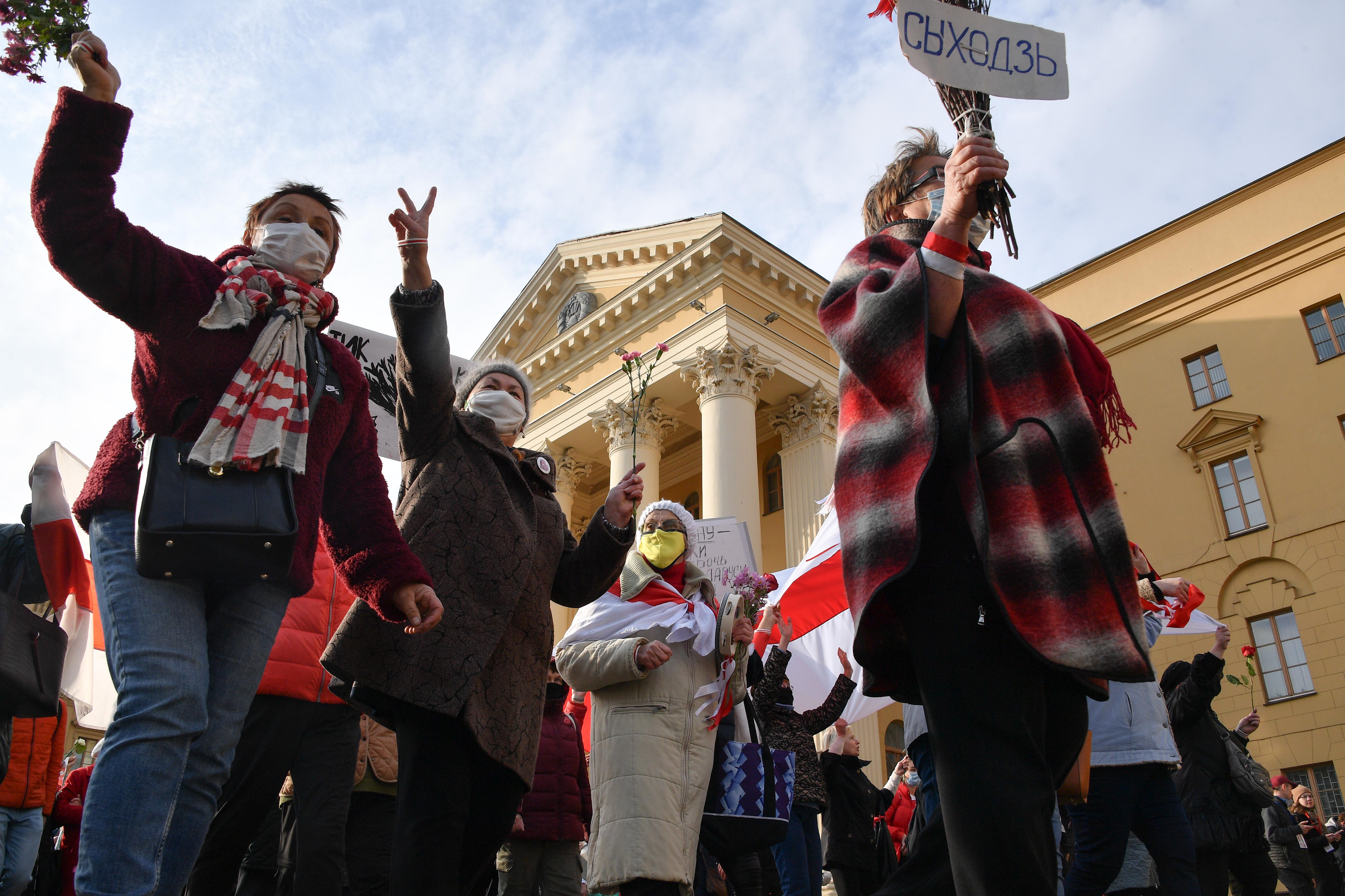 Vasárnap megint tízezrek tüntettek a rezsim ellen Fehéroroszországban
