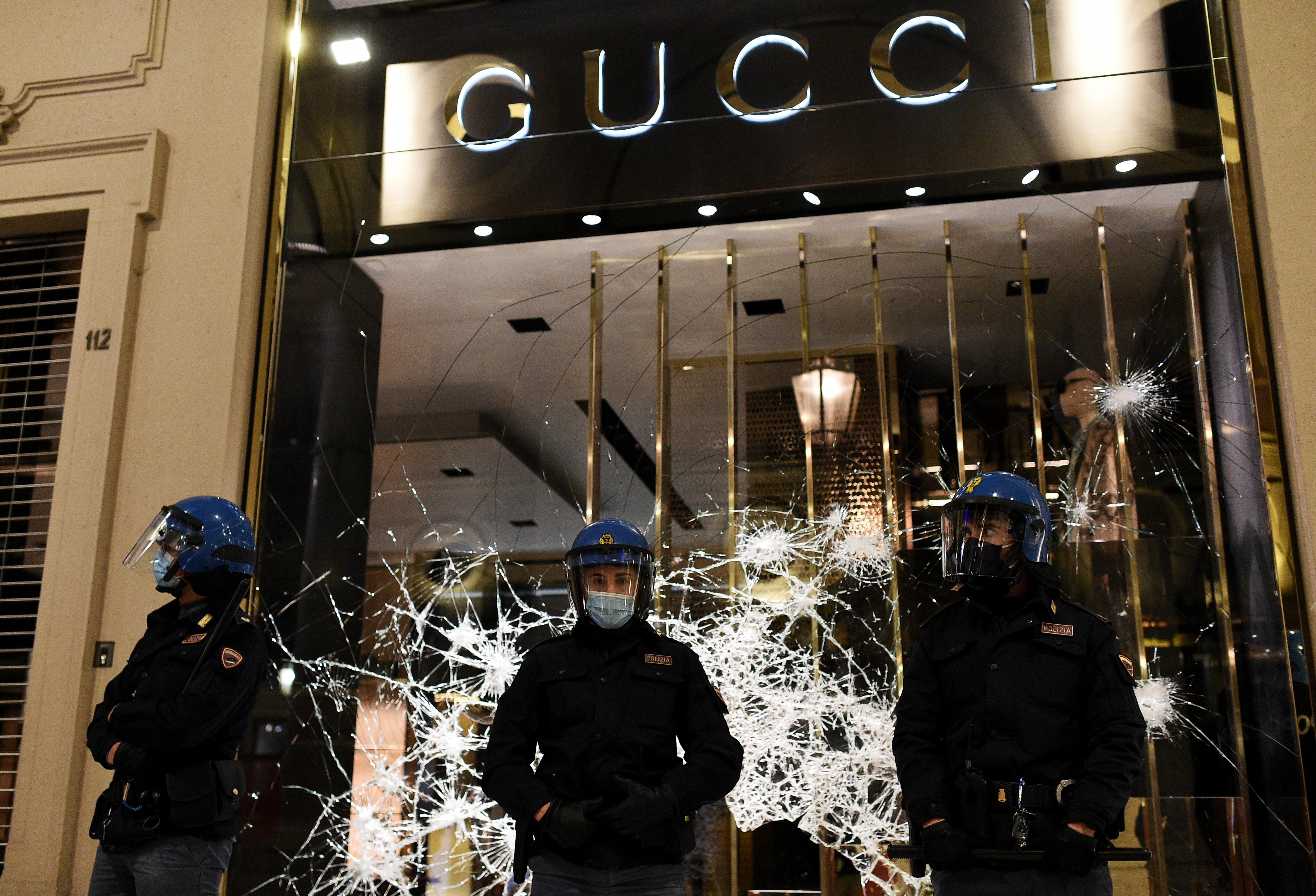 Erőszakos tüntetések törtek ki több olasz városban az új korlátozások miatt