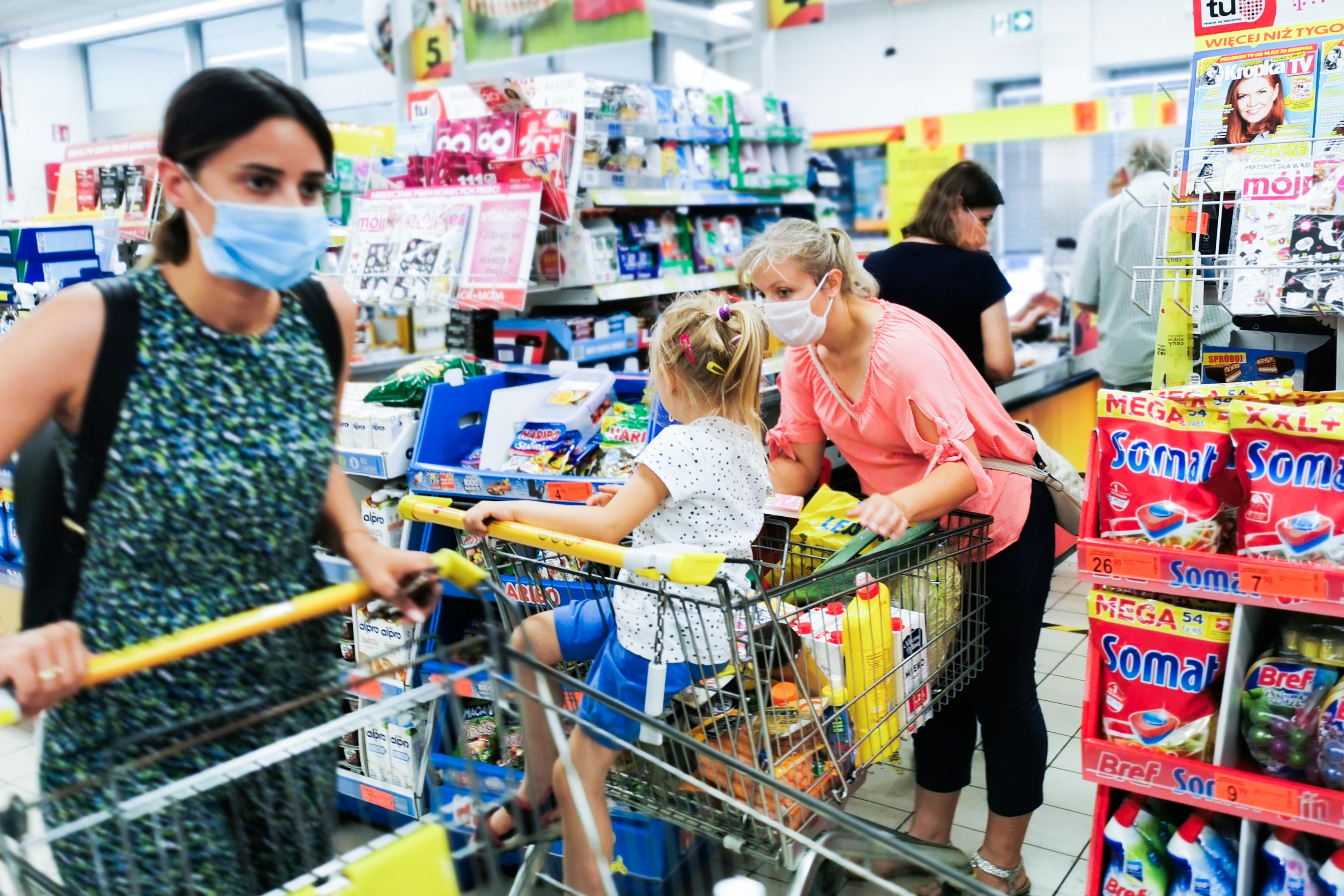 A Magyar Nemzet szerint nőhet a bolti bírság a maszkviselési szabálysértés miatt