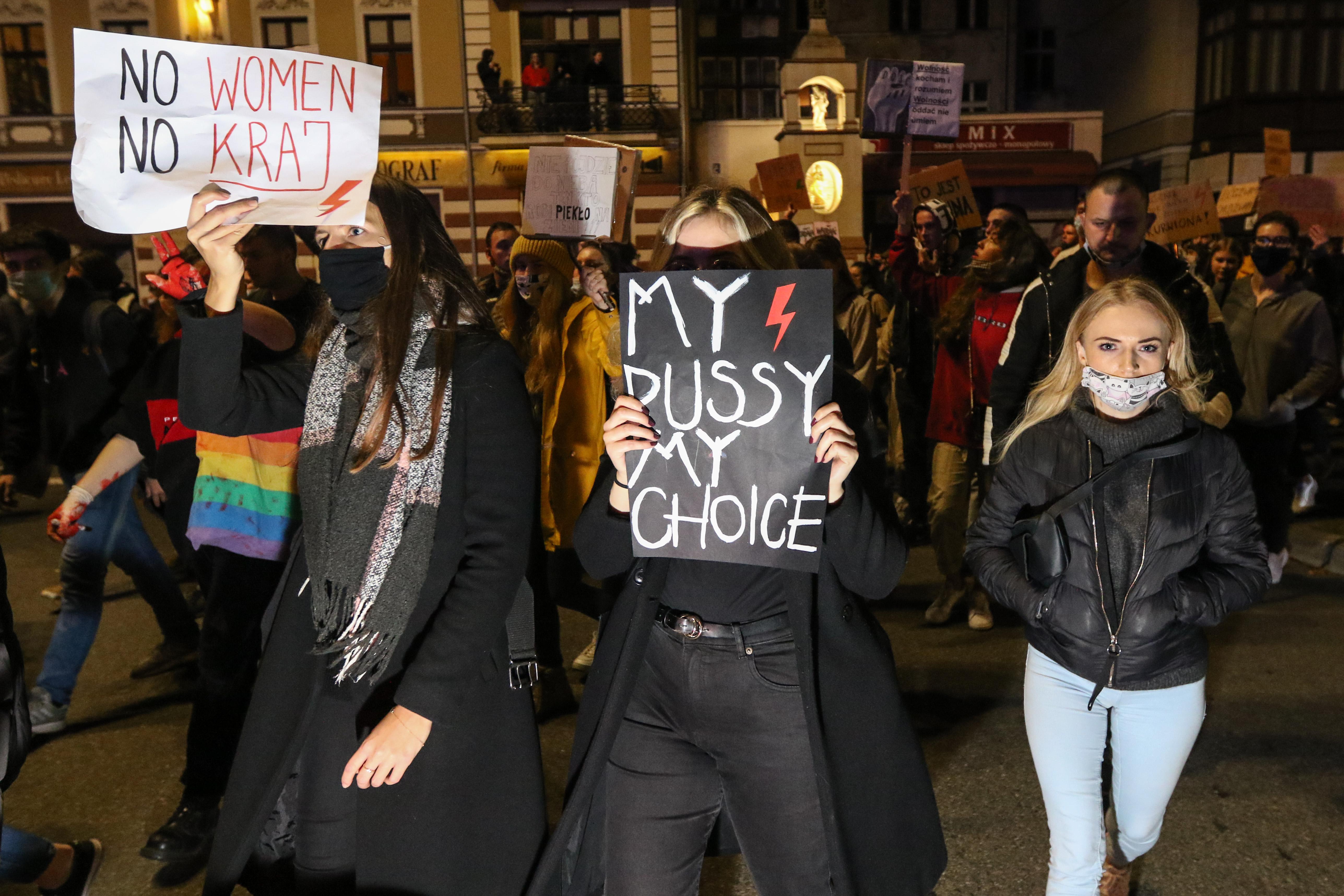 Halovány módosítást vezetne be az abortusztörvénybe a lengyel államfő