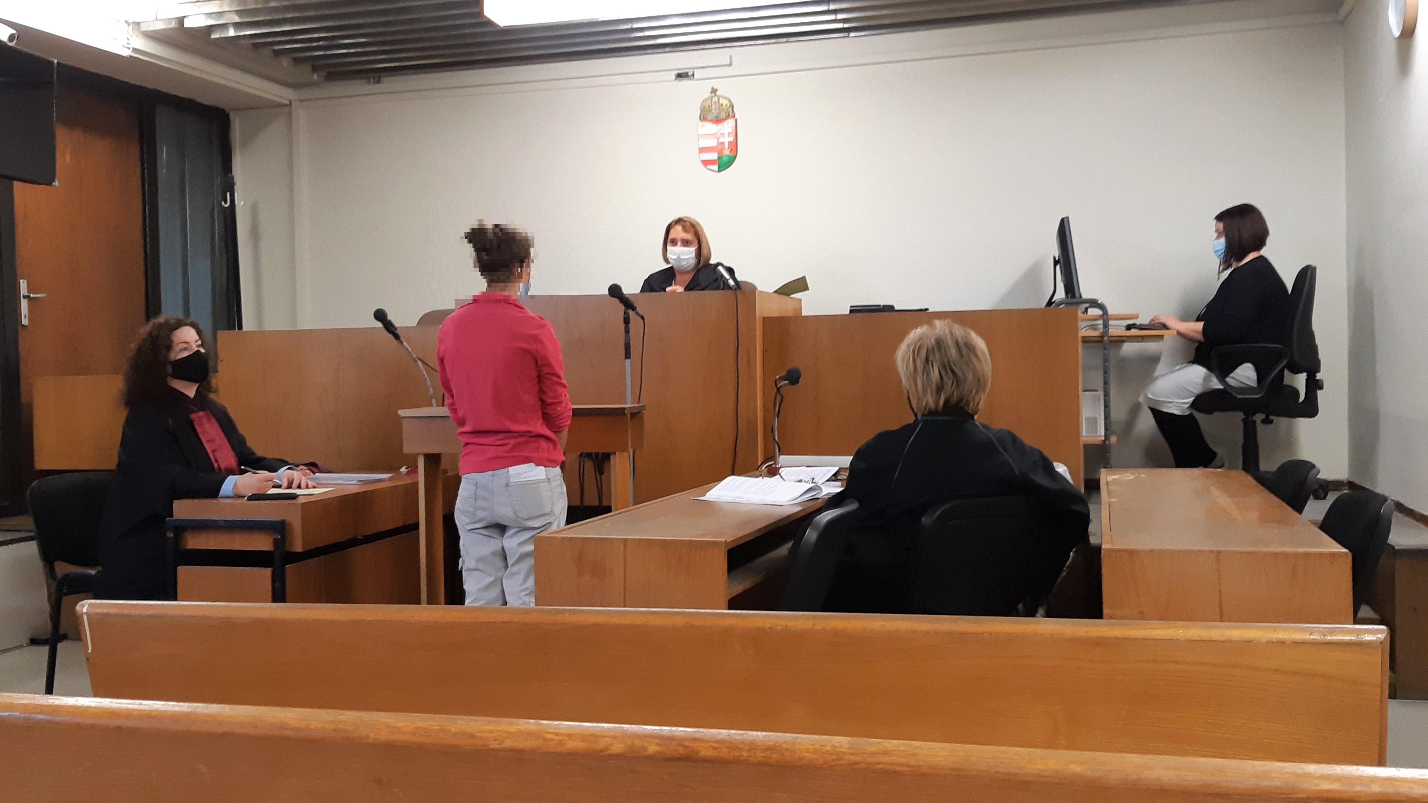 Előfordul, hogy a bíróságon hall először a szexuális felvilágosításról az anya, aki elhagyja a gyerekét