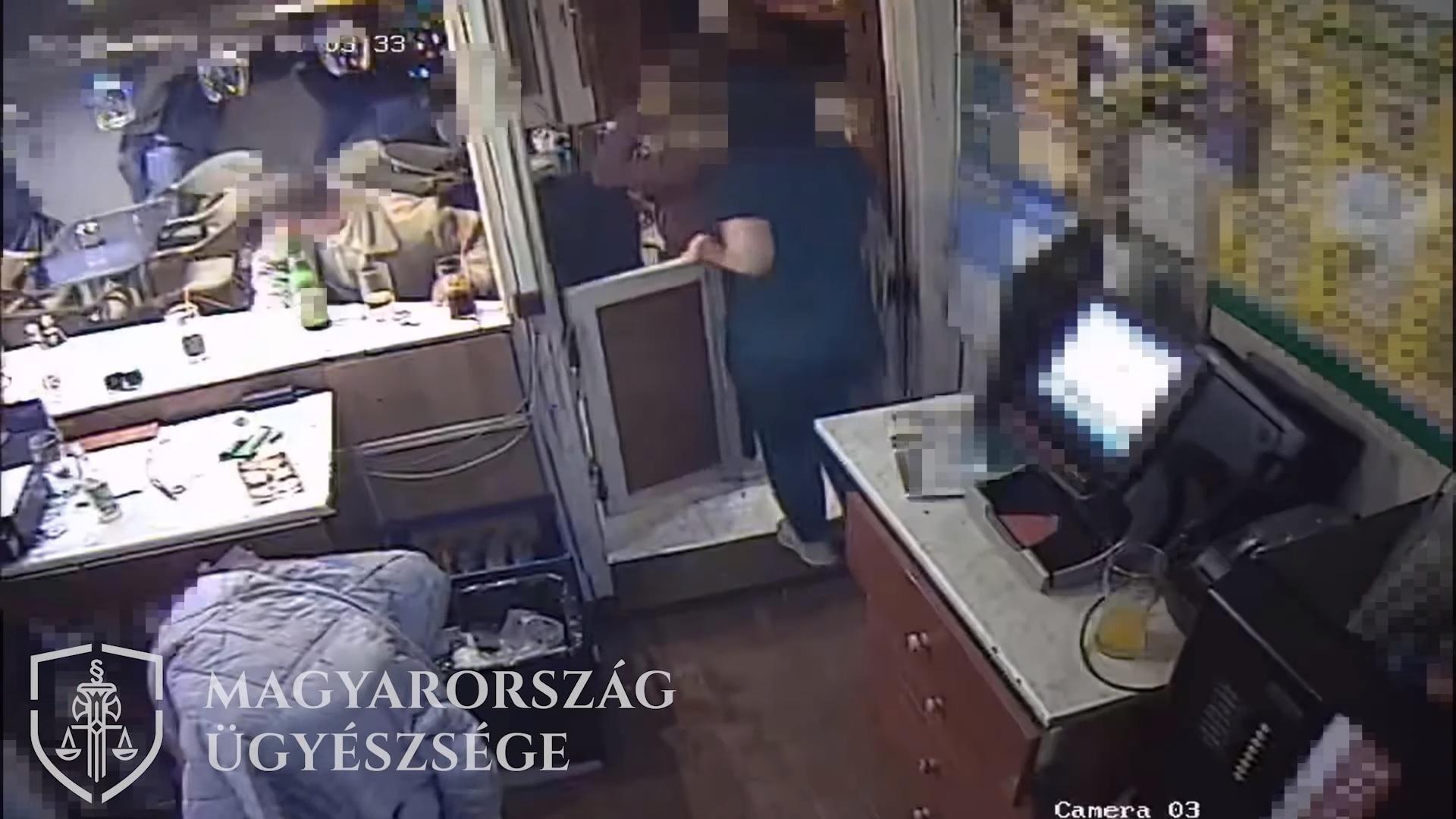 Videó egy táti kocsmában a semmiből kitört tömegverekedésről, amiben senki sem sérült meg