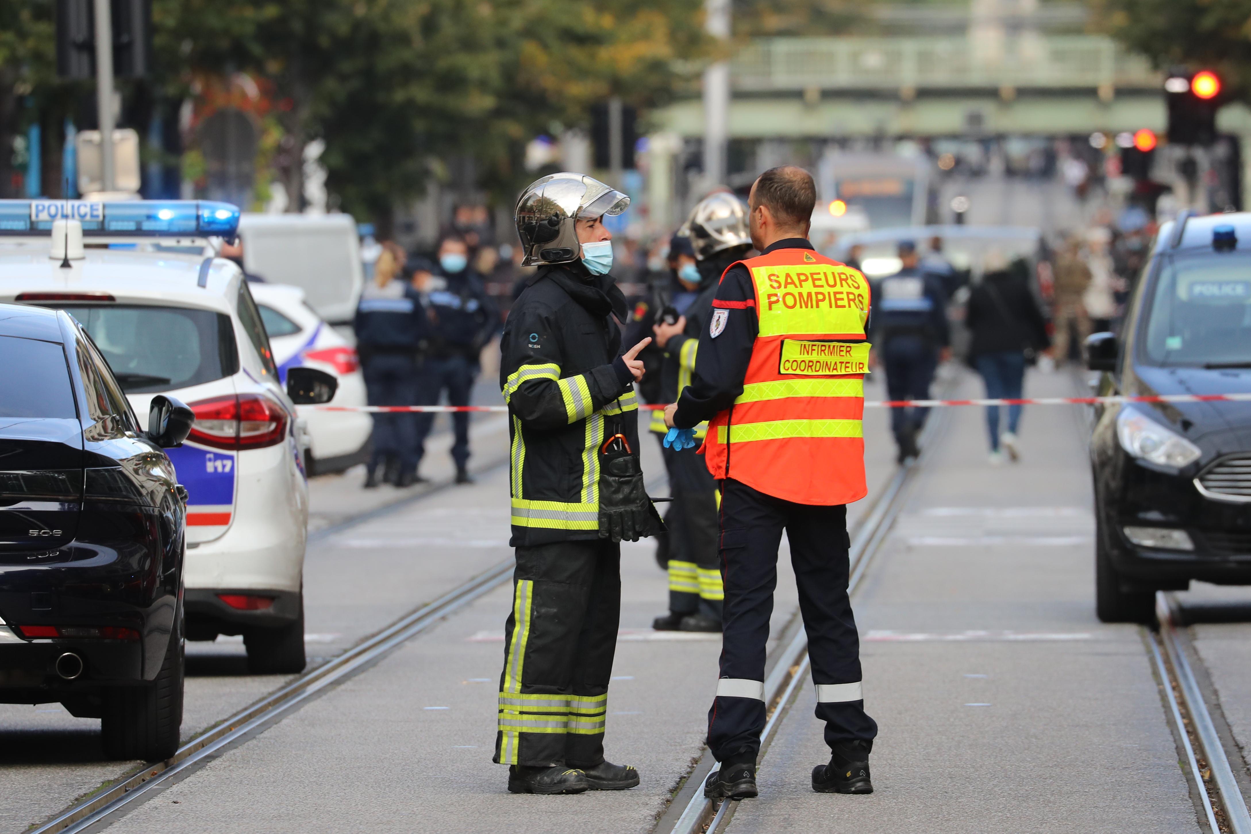 Késes ámokfutó gyilkolt Nizzában