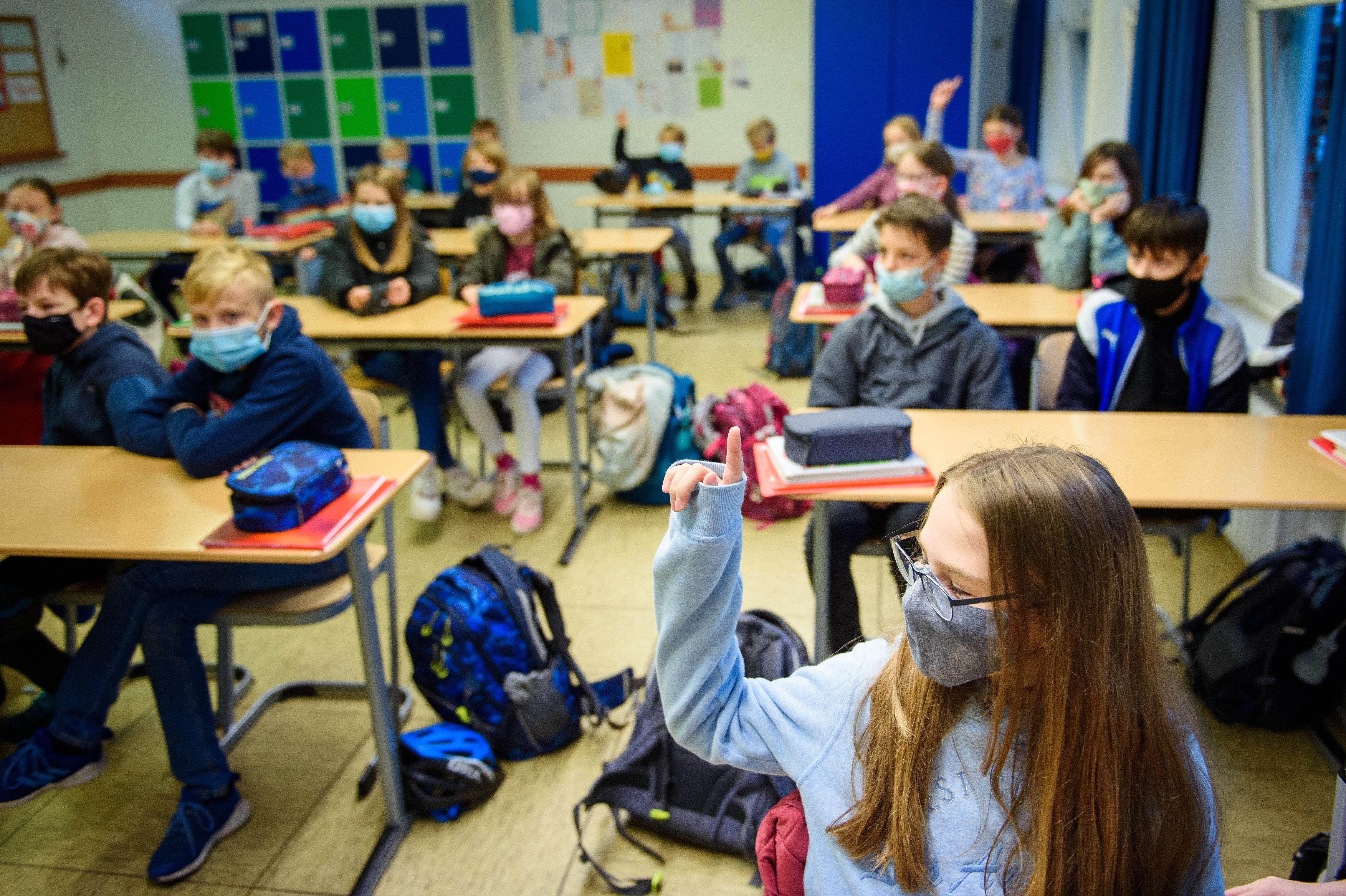 A szülők többsége támogatná az iskolák bezárását, ha lenne garancia, hogy ez nem veszélyezteti a megélhetésüket