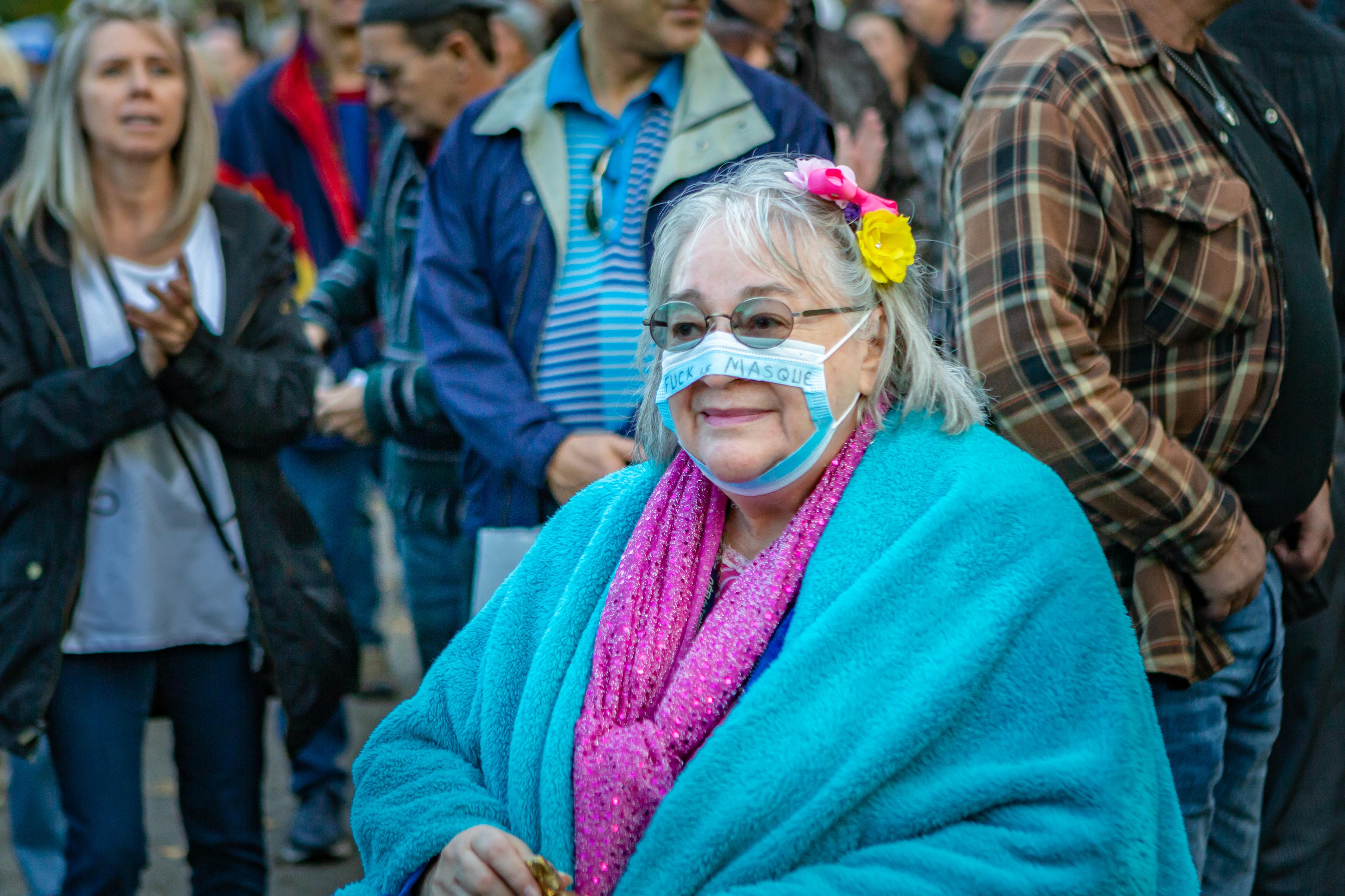 Garázdaság miatt kell felelnie a győri nőnek, aki nem vette fel a maszkját