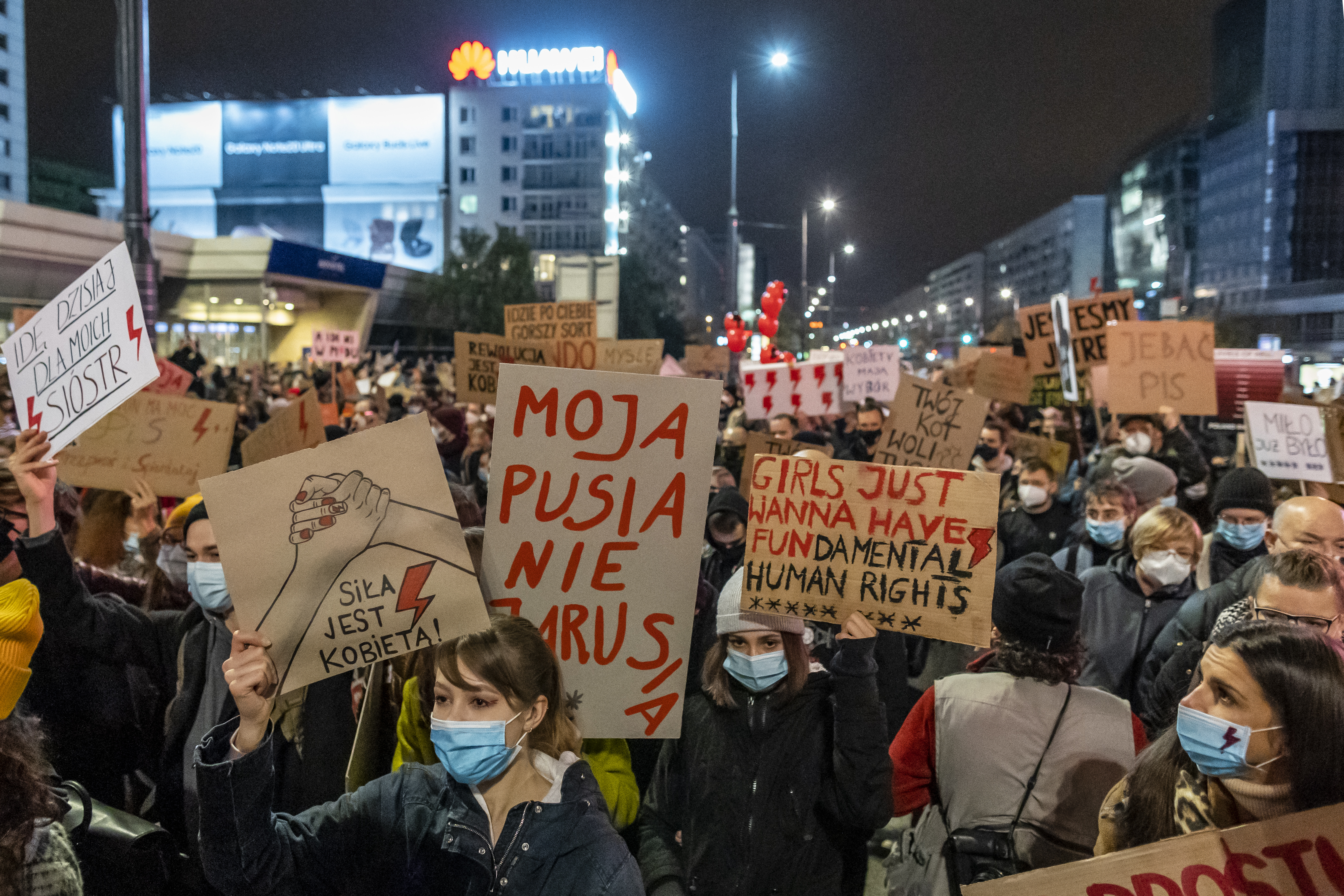 Rettegő nők és orvosok, külföldi abortuszutak: ez a helyzet Lengyelországban az abortusztörvény hatályba lépése óta