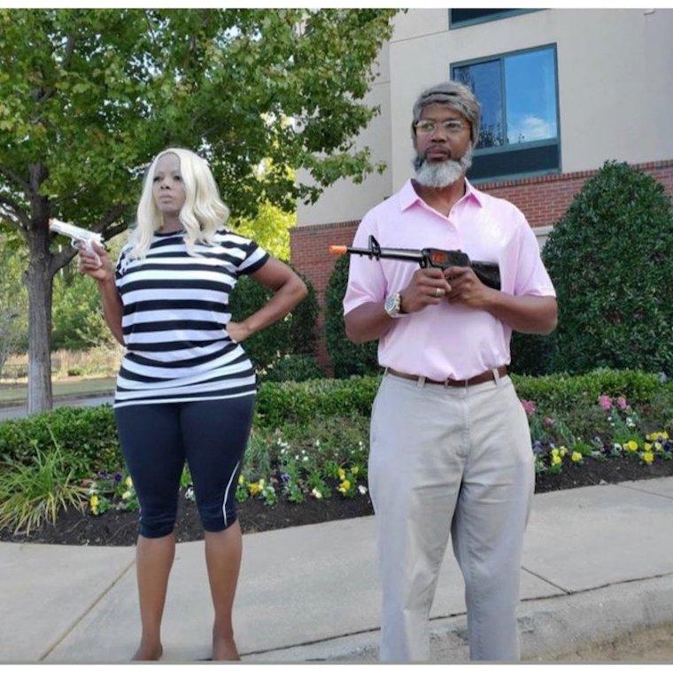 Dili: egy csomóan a fekete tüntetőket a palotájuk előtt fegyverrel fenyegető McCloskey házaspárnak öltöztek Hallowenre Amerikában