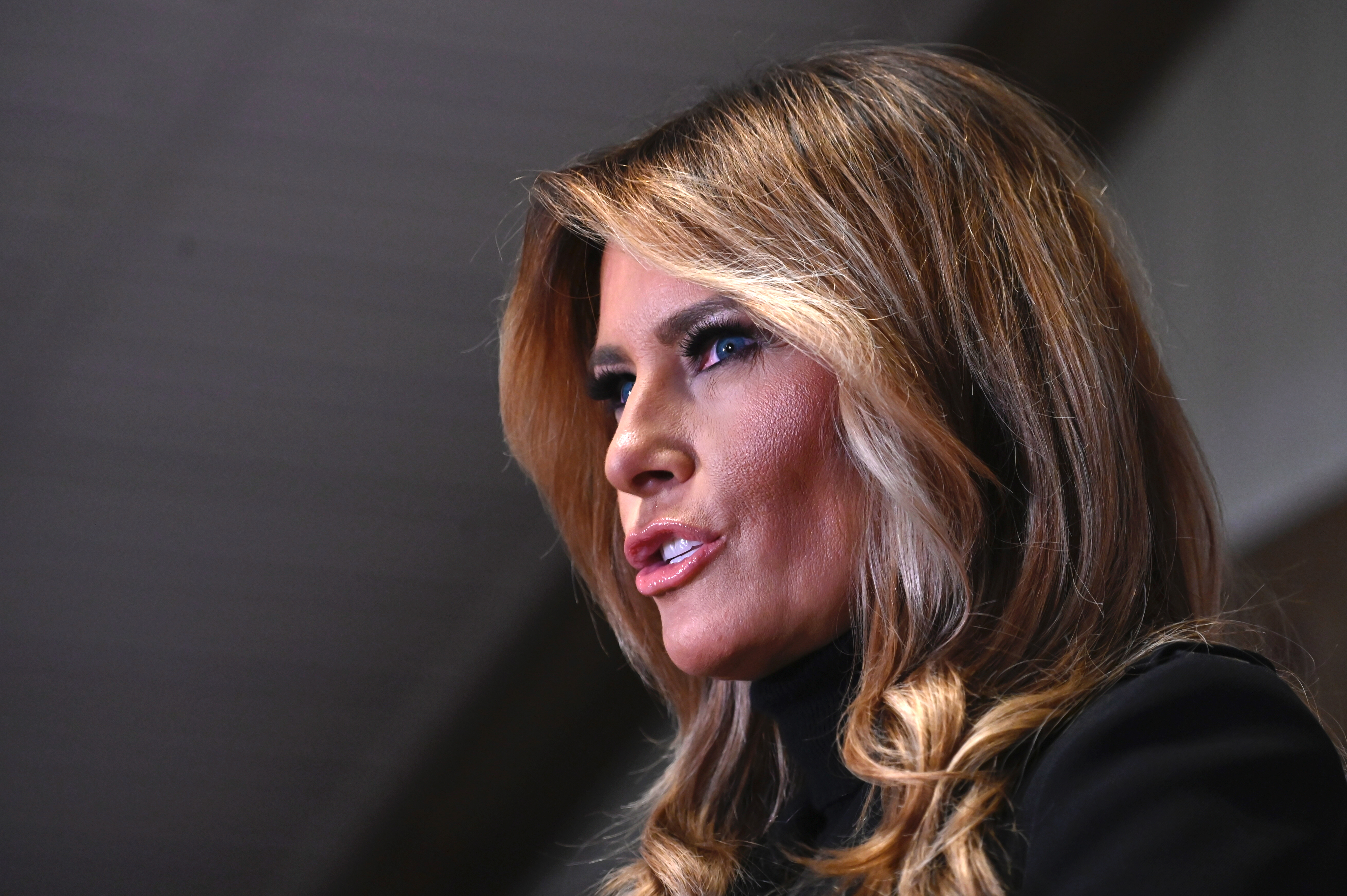 A leköszönő first lady után maradt űrt csak egy újabb feliratos kabát tölthetné be