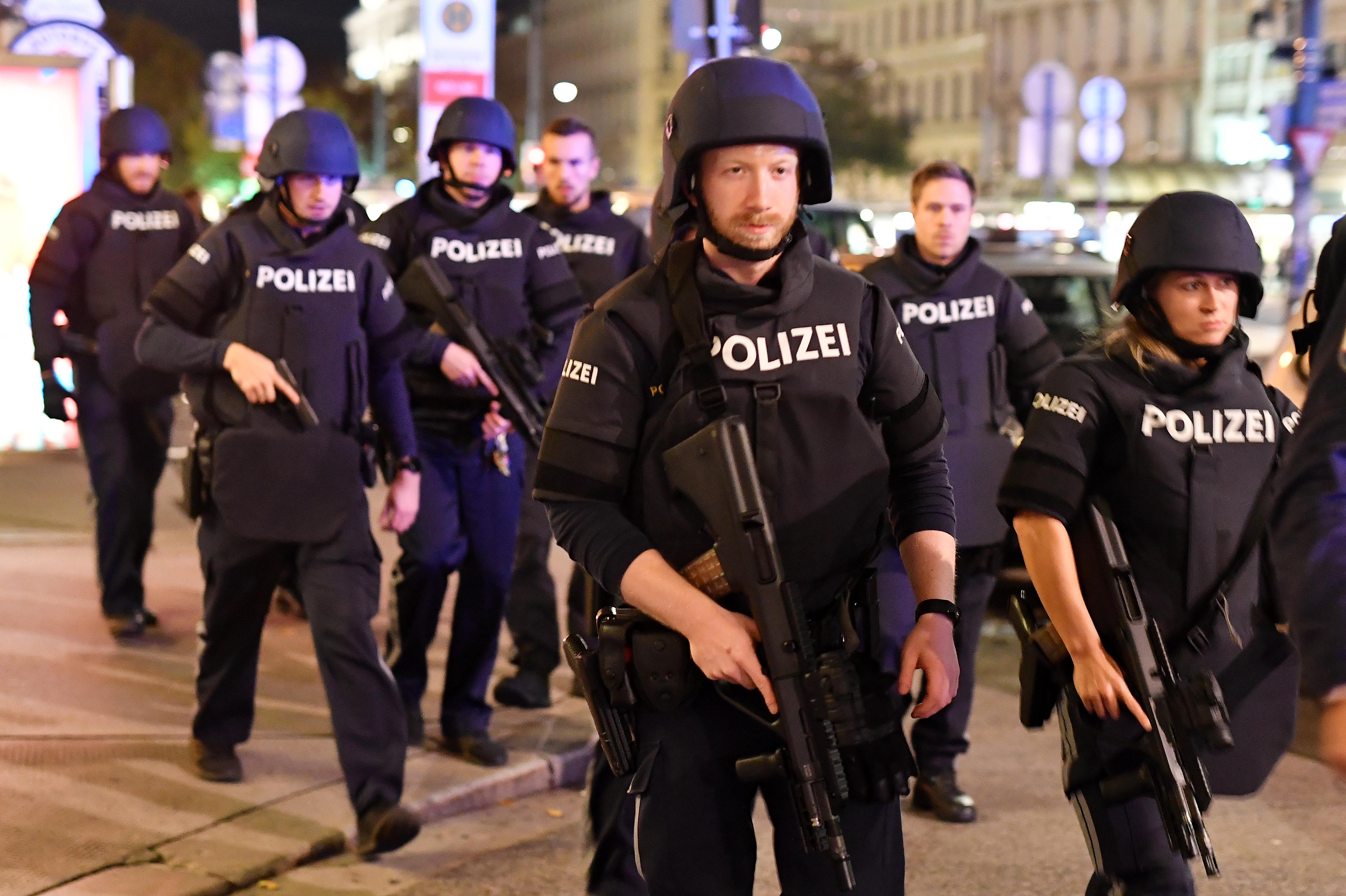 Iszlamisták lőttek Bécsben