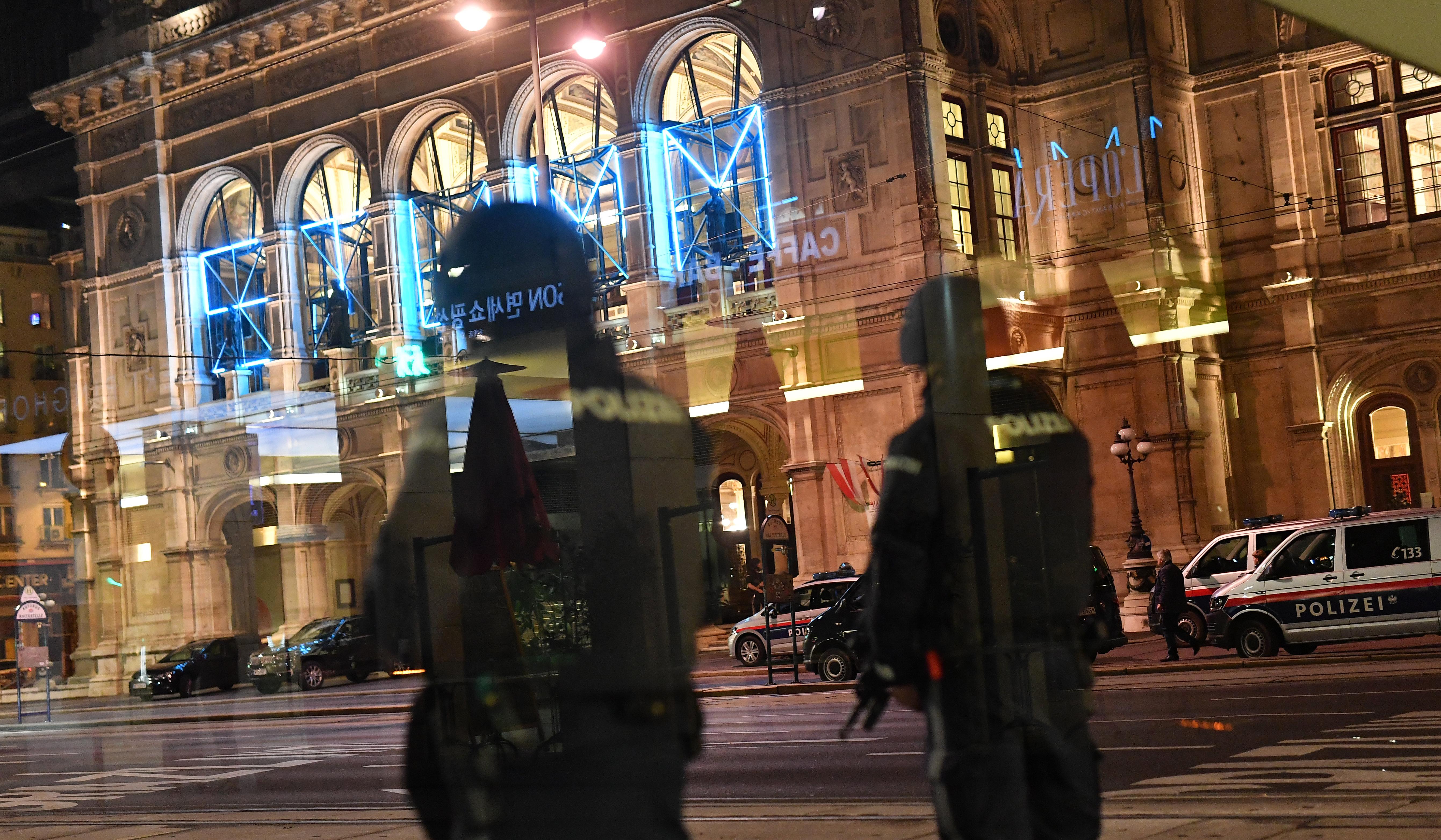 Hiába tudtak róla, az osztrák hatóságok nem vizsgálták ki a bécsi támadó szlovákiai lőszervásárlási kísérletét