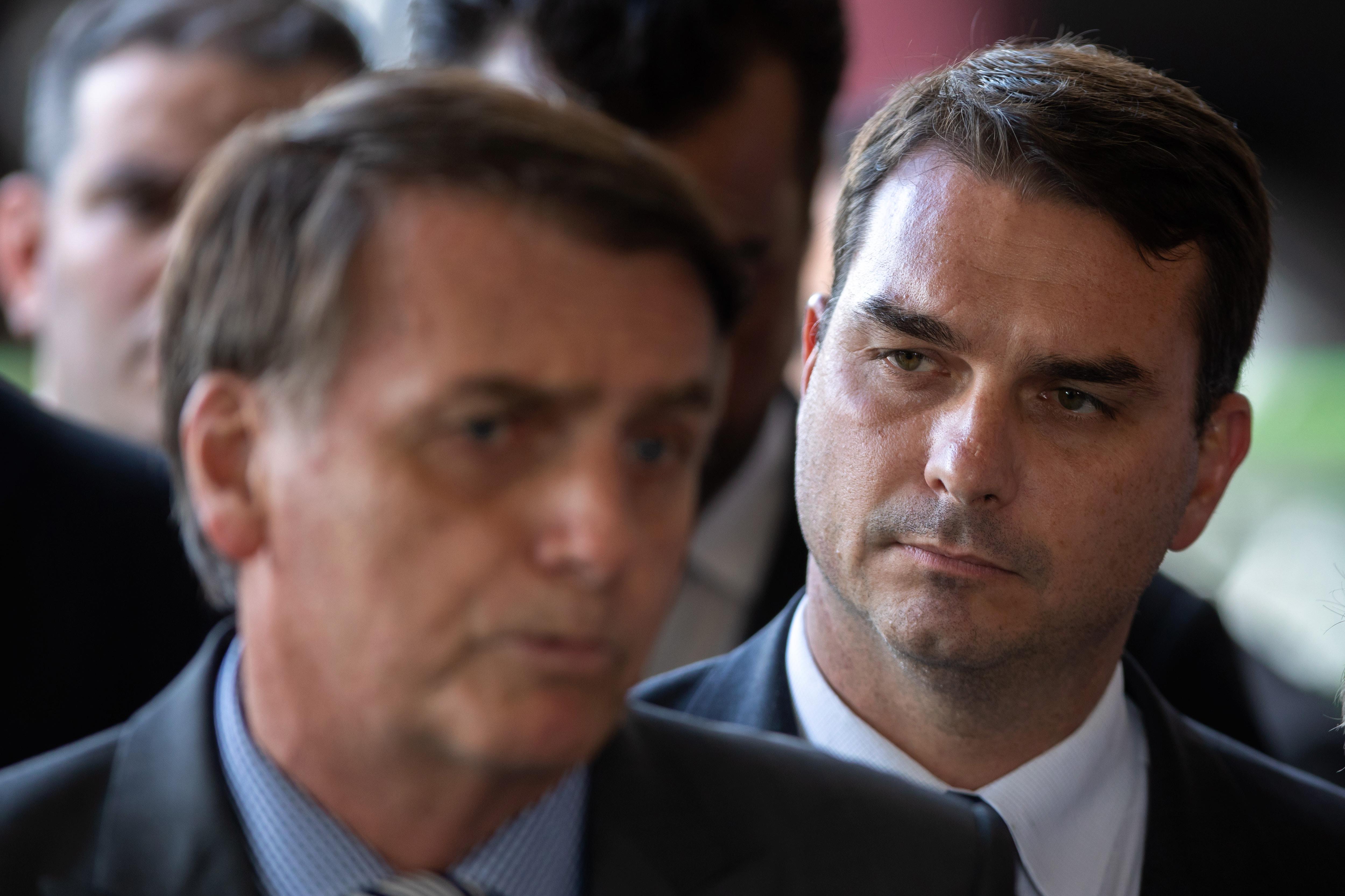 Szervezett bűnözéssel vádolják Bolsonaro egyik fiát