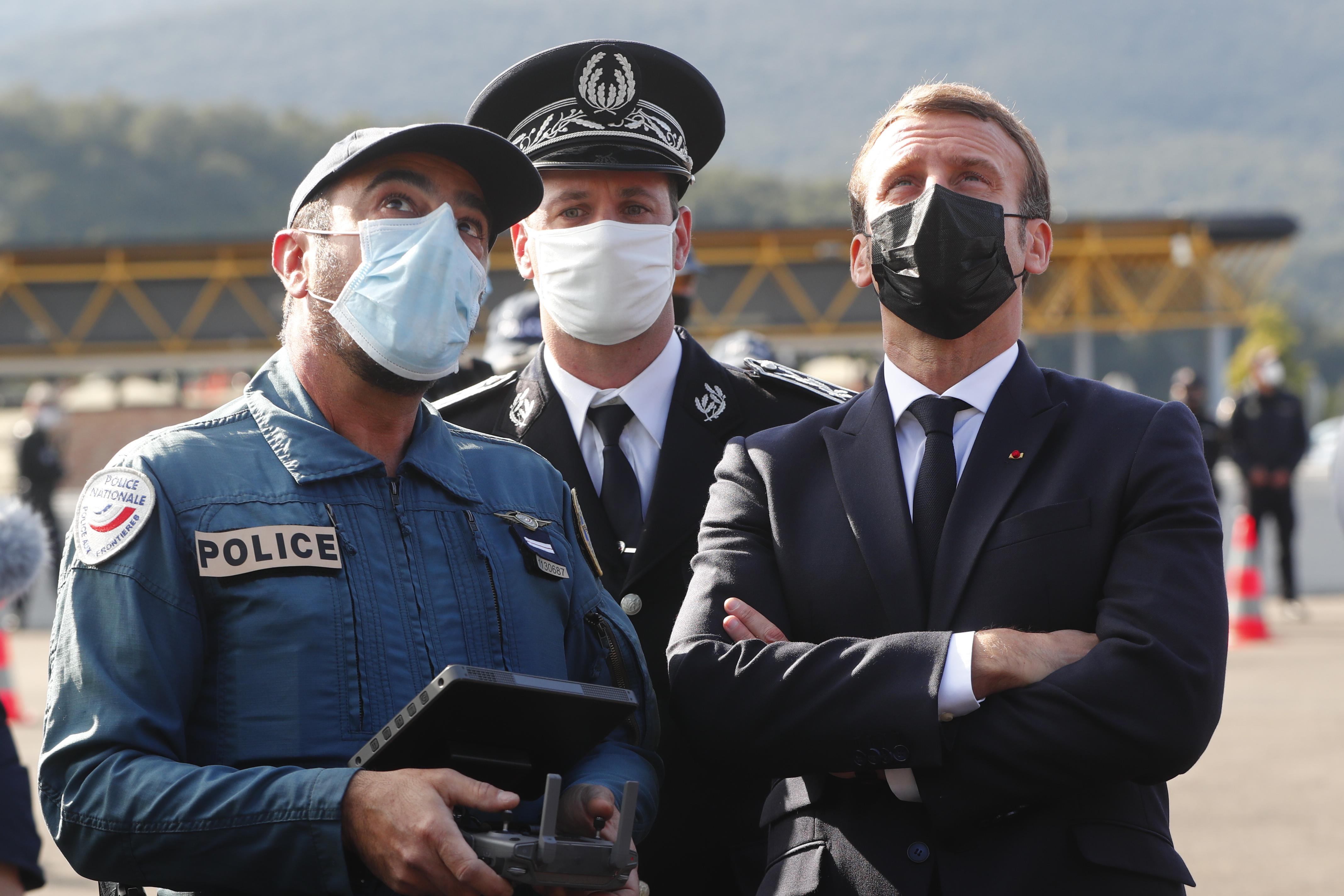Macron megerősítené az EU-n belüli határok ellenőrzésést