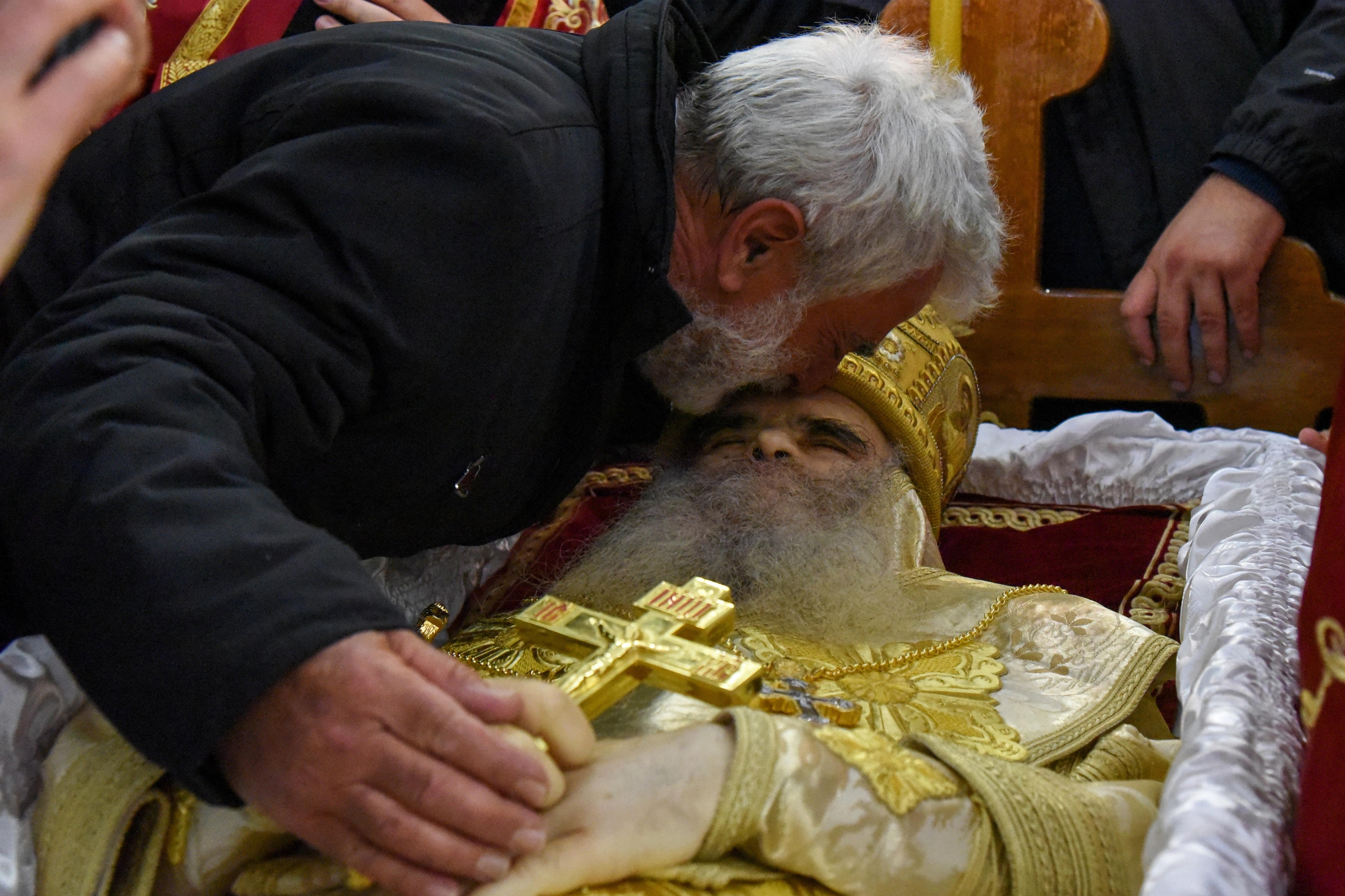 Elkapta a koronavírust a szerb ortodox egyház vezetője a járványszkeptikus püspök temetésén