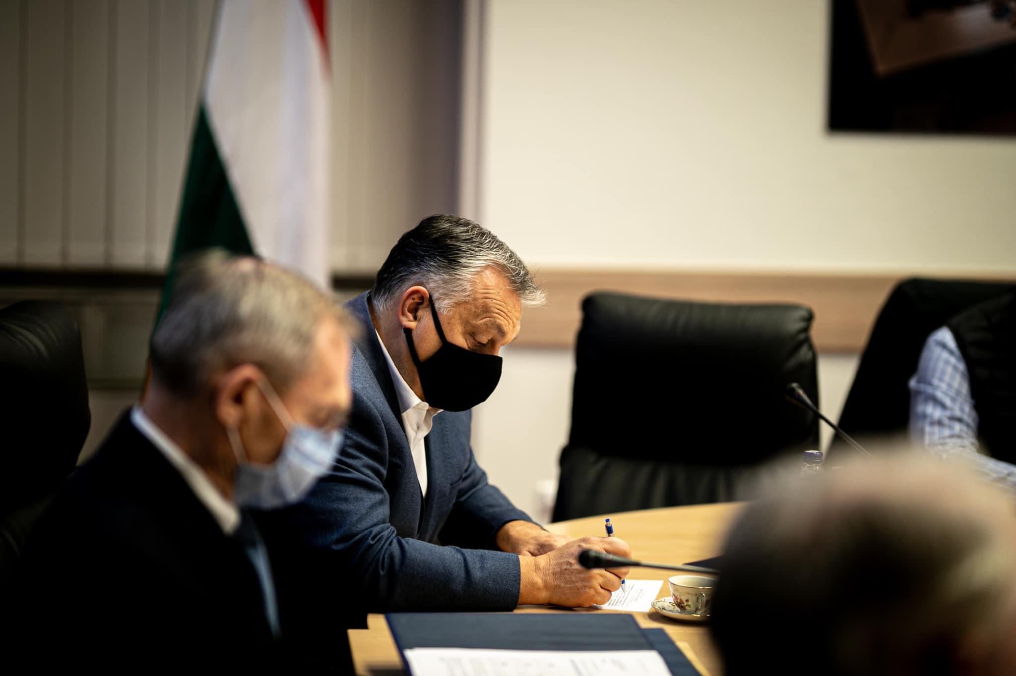 Orbán azt jósolja decemberre, ami a legrosszabb forgatókönyvnek tűnt a kórházakban