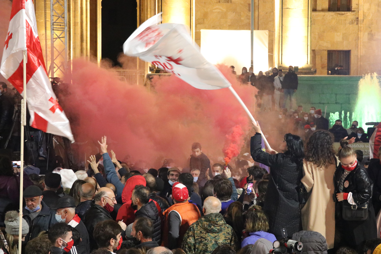 Új választást követelnek Tbilisziben – könnygázzal, vízágyúval oszlatott a rendőrség