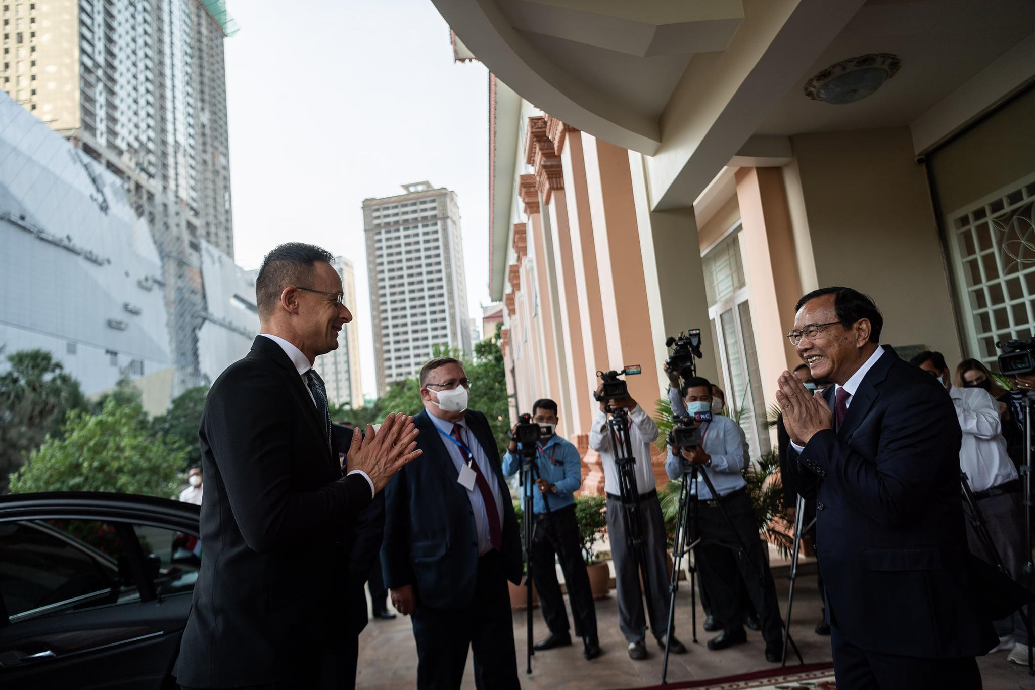 A thai közegészségügy szerint Szijjártó Pétertől kapta el a koronavírust egy bangkoki magyar diplomata