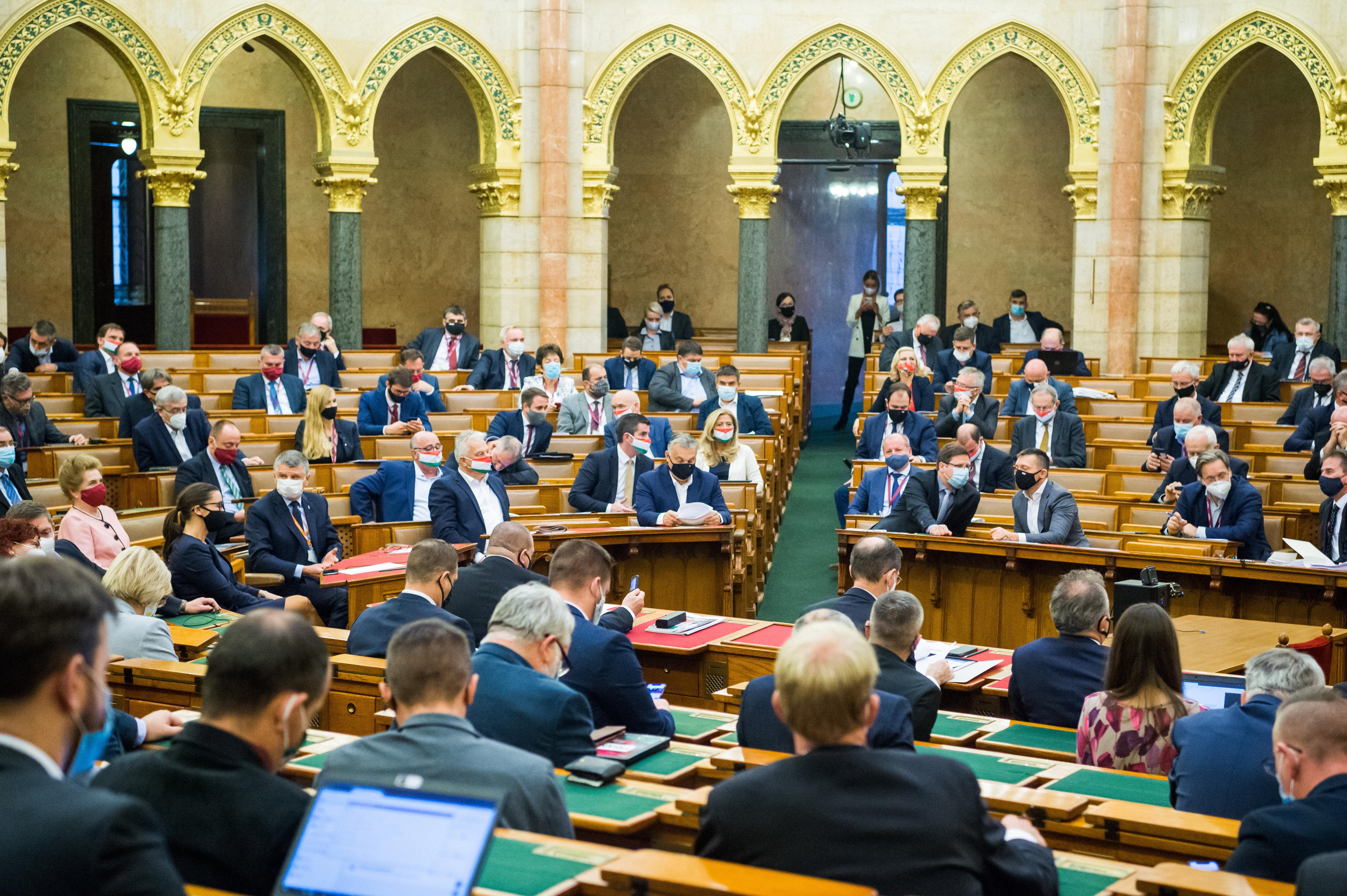Szeptember végén még kinevették a fideszes képviselők az ingyenes tesztelés ötletét