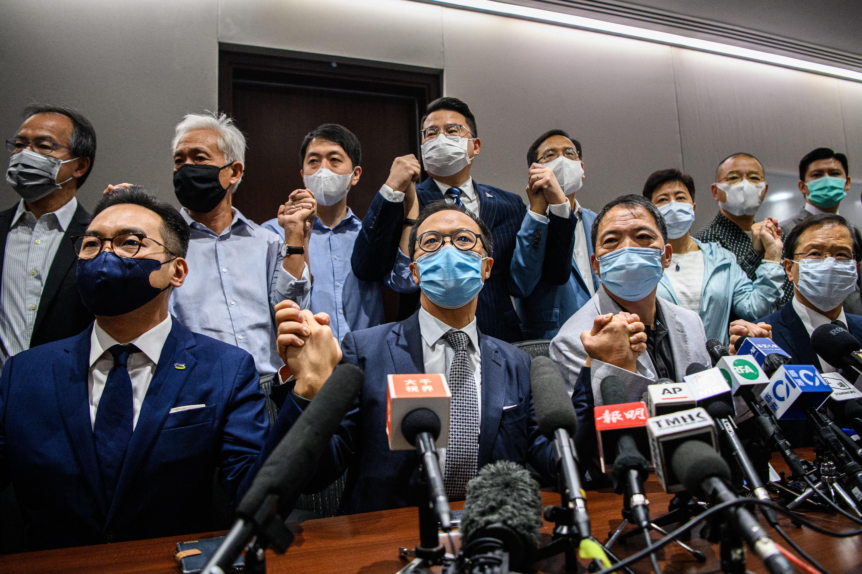 Lemondott a hongkongi törvényhozás összes ellenzéki képviselője