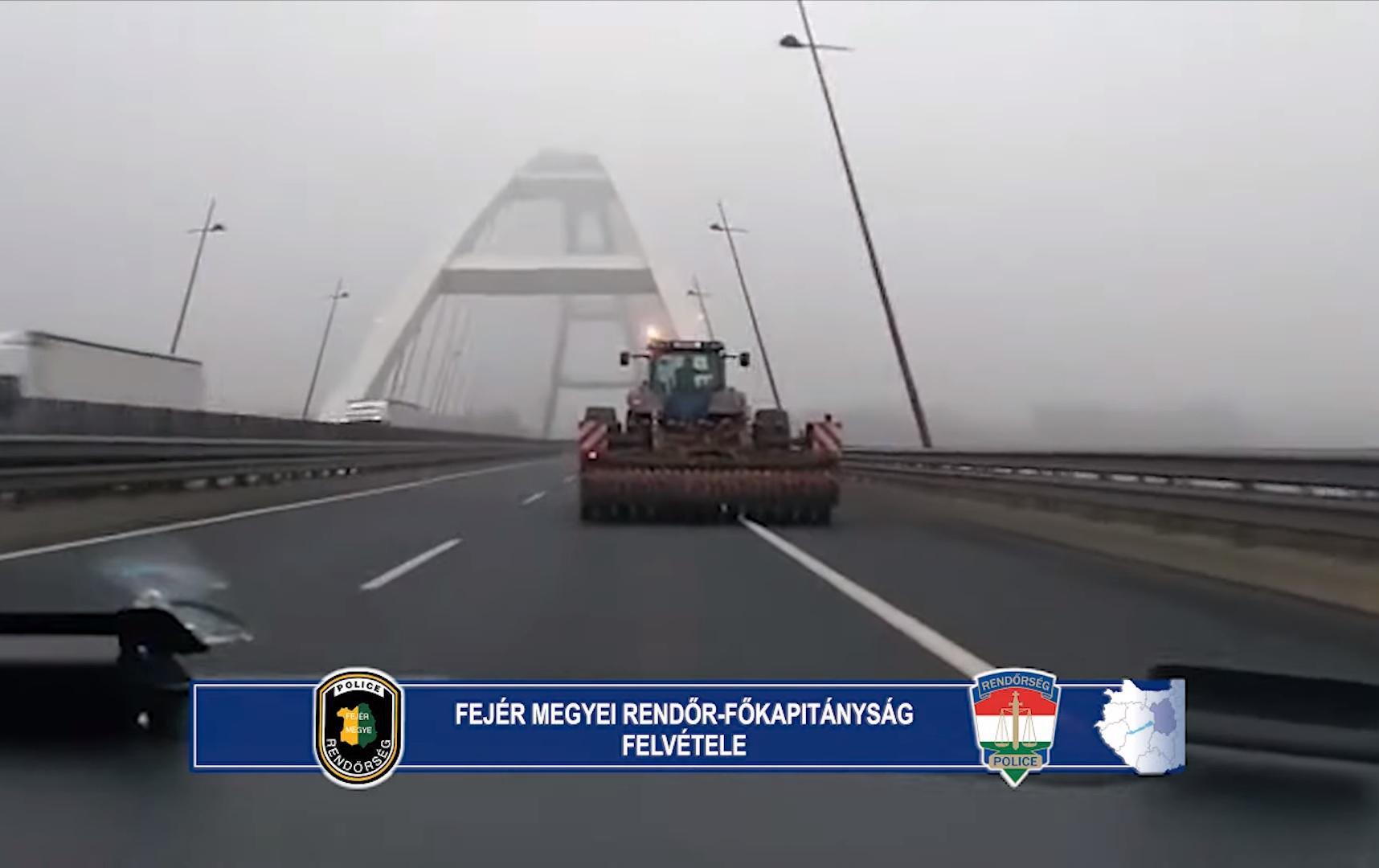 Traktor ment az M8-as autópályán