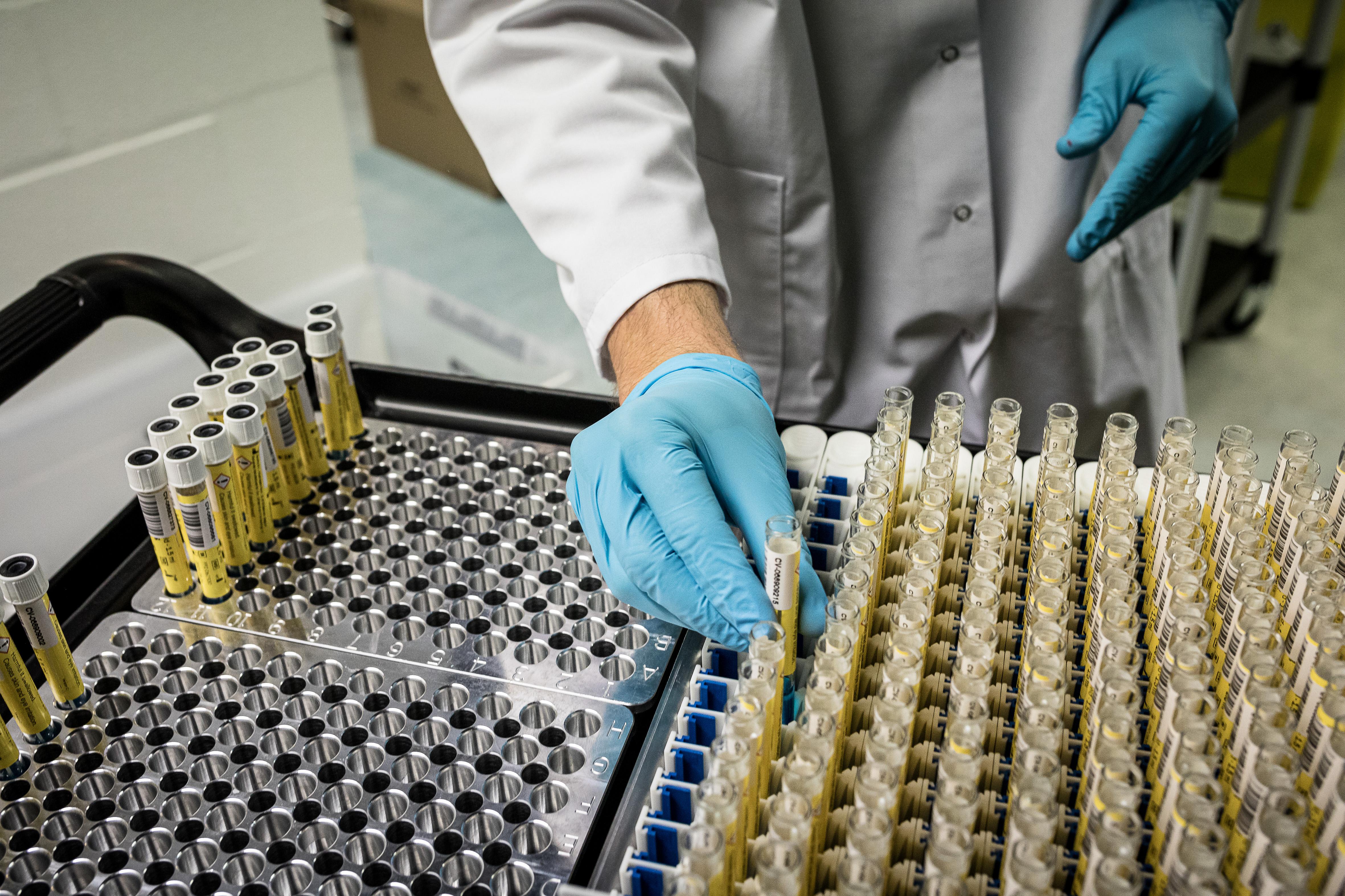 Koronavírus: 151 halott, sosem voltak még ennyien lélegeztetőgépen