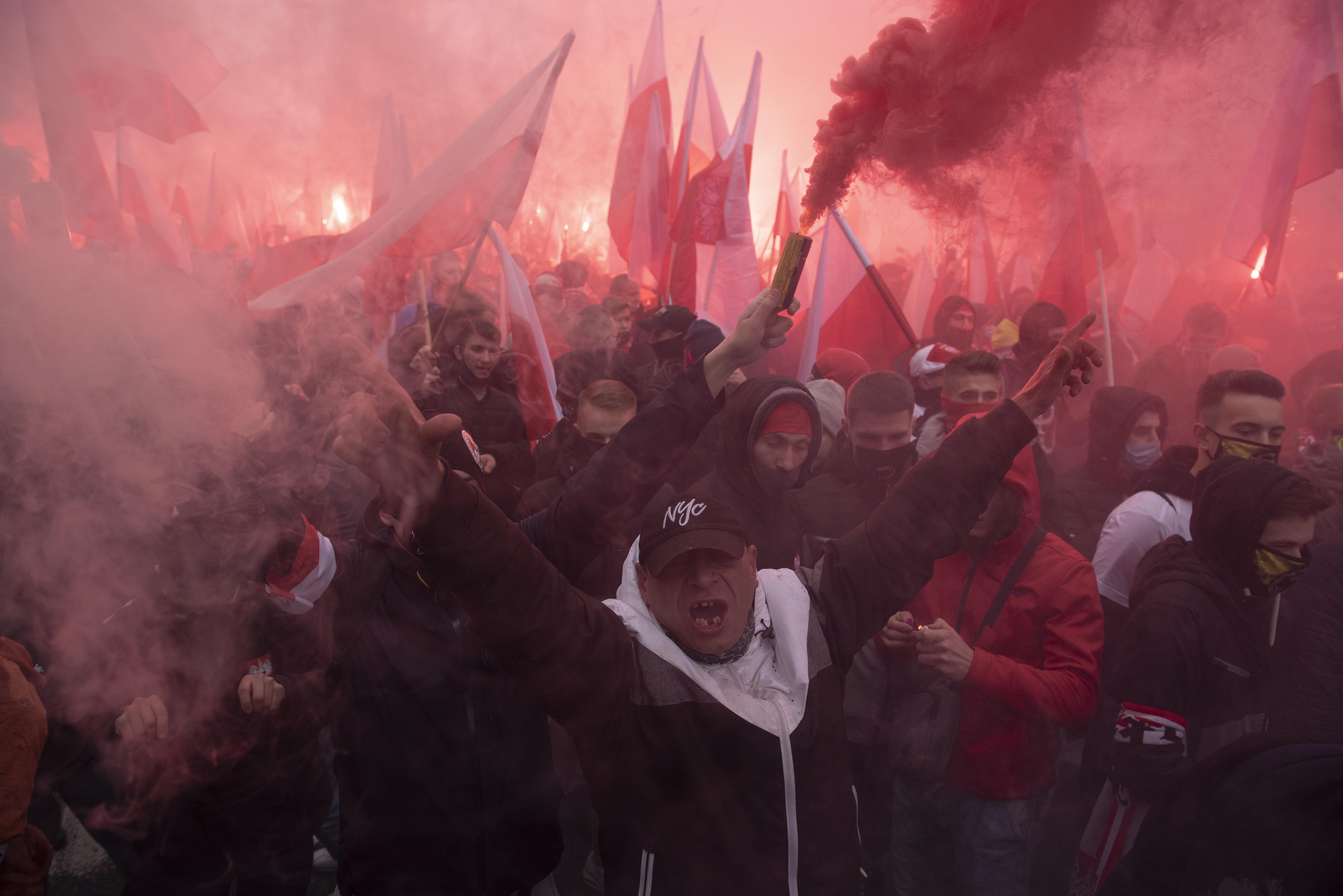 Zavargások voltak az engedély nélkül megtartott függetlenség napi felvonuláson Varsóban, 300 embert őrizetbe vettek