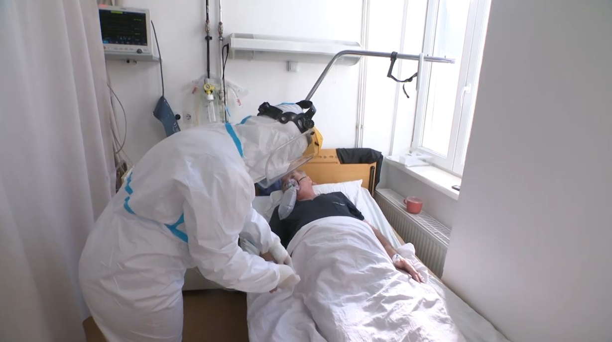 A székelyudvarhelyi COVID-kórházban megengedték egy stábnak, hogy forgassanak az ottani állapotokról