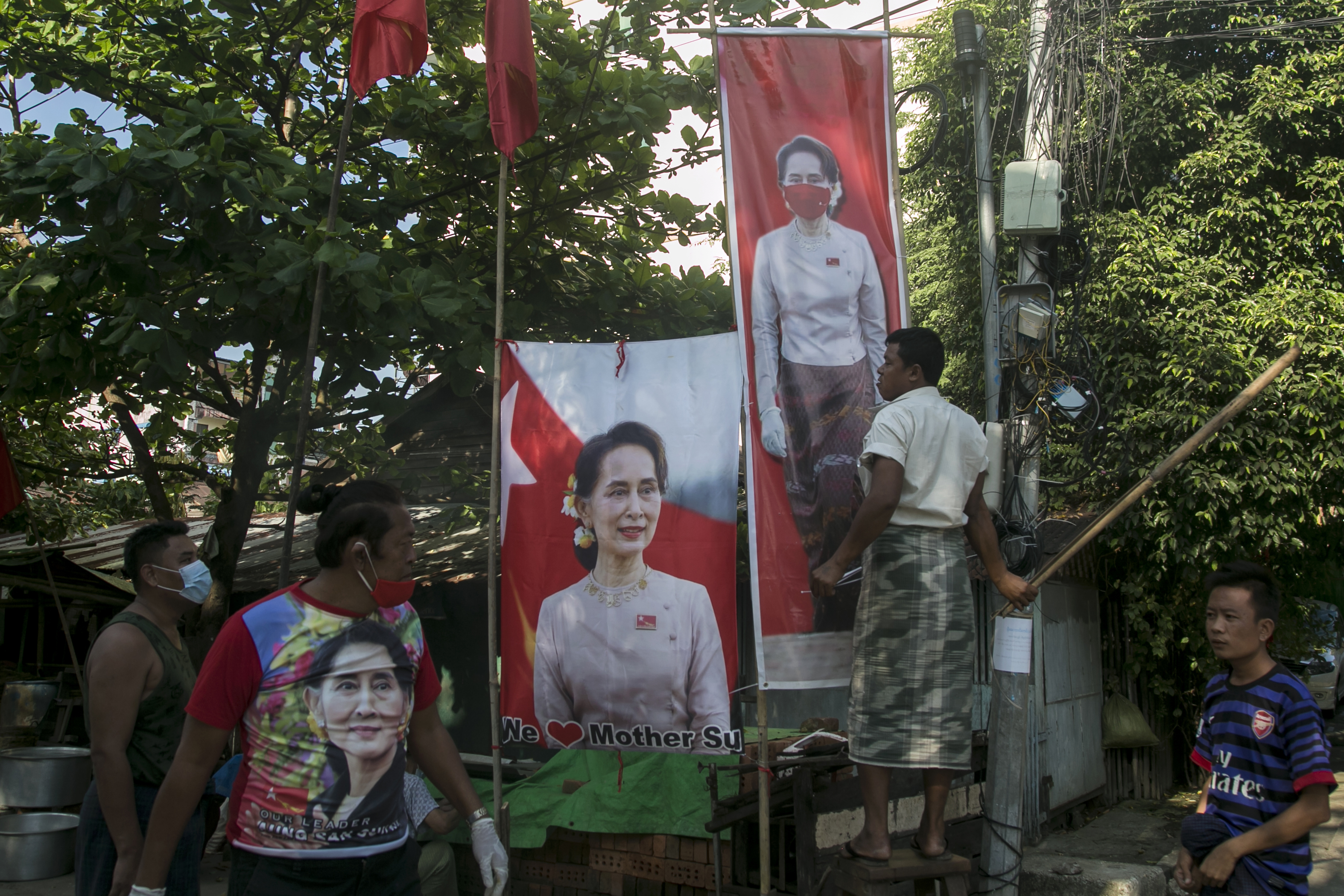 Újraválasztották a rohingya népirtást tagadó miniszterelnököt Mianmarban
