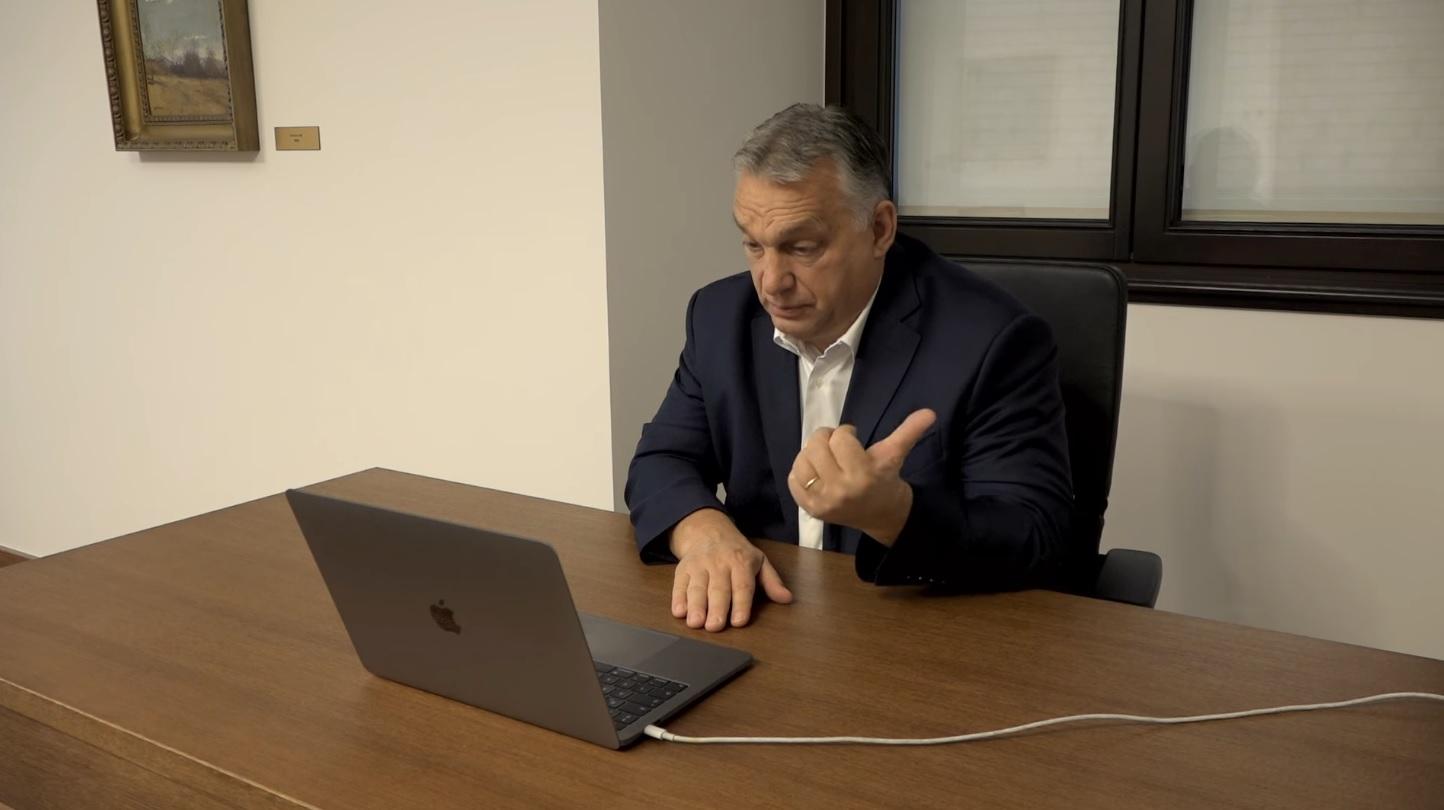 Orbán ingyen internetet ígér a digitális oktatáshoz
