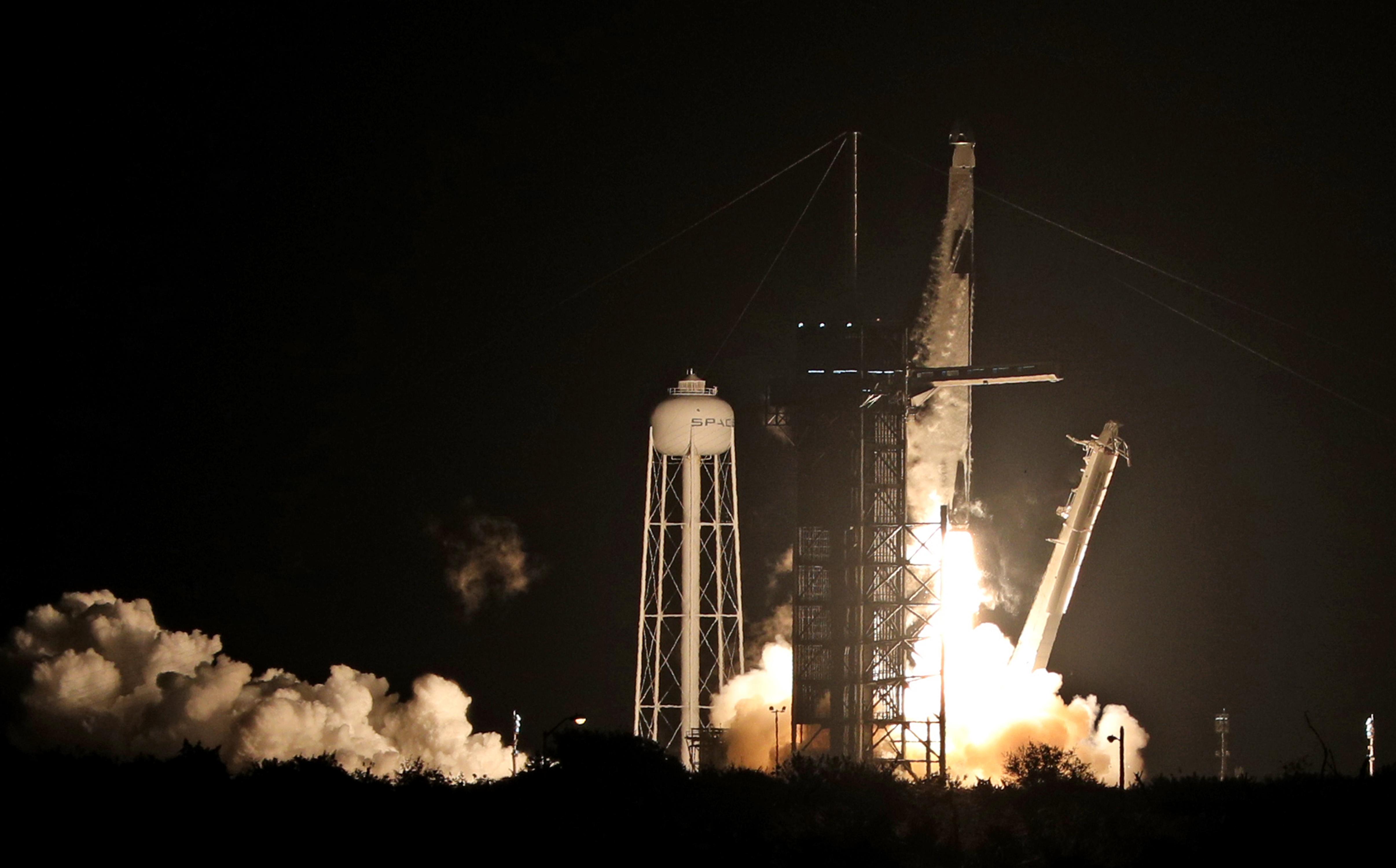 Négy űrhajóst lőtt ki a Nemzetközi Űrállomásra a SpaceX
