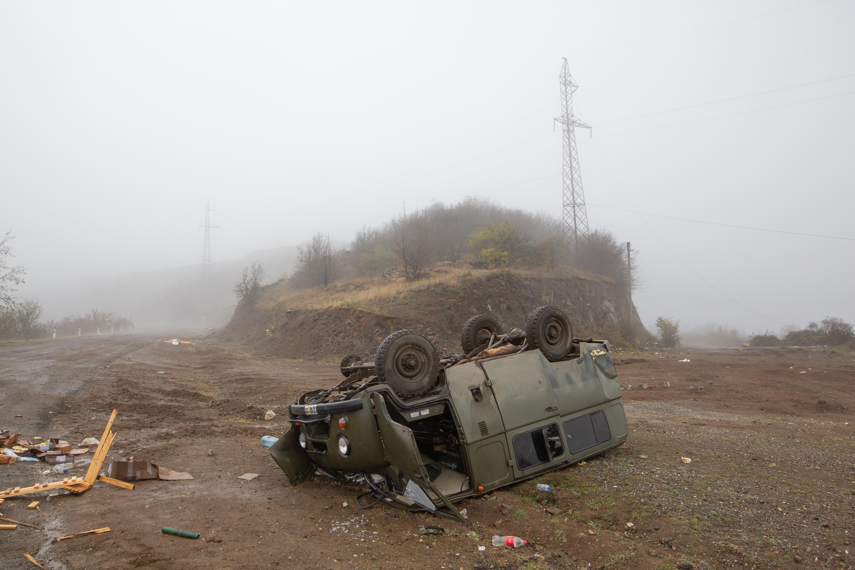 Az örmény miniszterelnök elismeri a felelősségét a hegyi-karabahi vereségért, de nem mond le