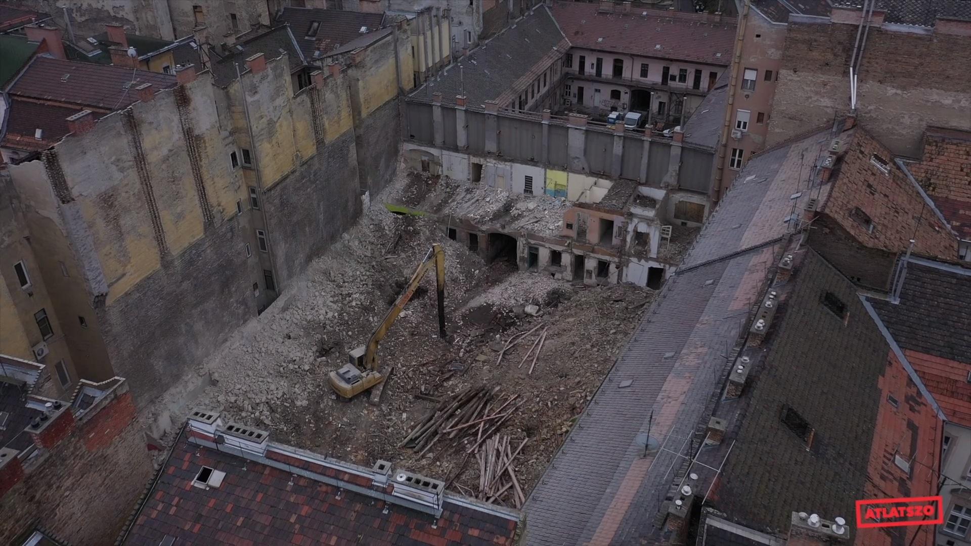 Ledózeroltak egy 184 éves, műemlék épületet Ferencvárosban